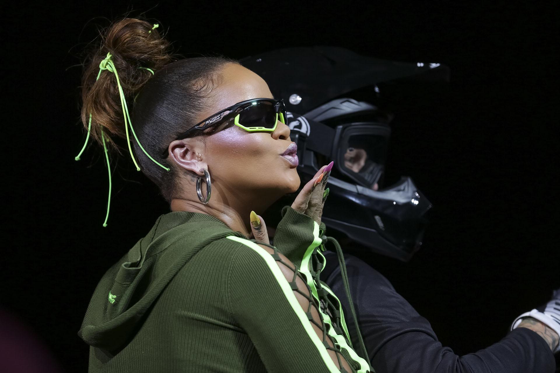 La diseñadora Rihanna, encargada de cerrar el gran espectáculo visual y escénico en Park Avenue(Photo by Brent N. Clarke/Invision/AP)