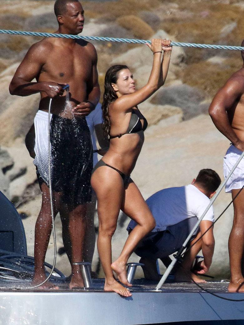 Eva Longoria mostró sus curvas durante una escapada que realizó a Grecia con su marido José Bastón (Grosby Group)