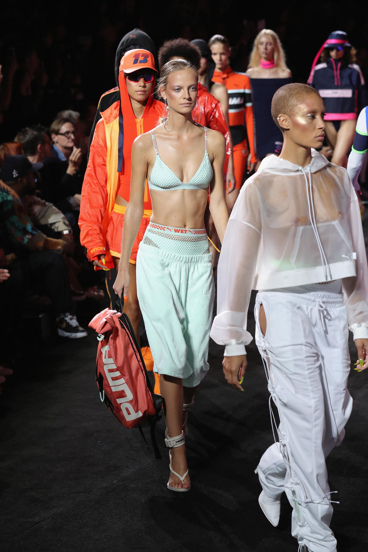 .Presentaron la línea de accesorios en bolsos y anteojos (JP Yim/Getty Images for FENTY PUMA By Rihanna)