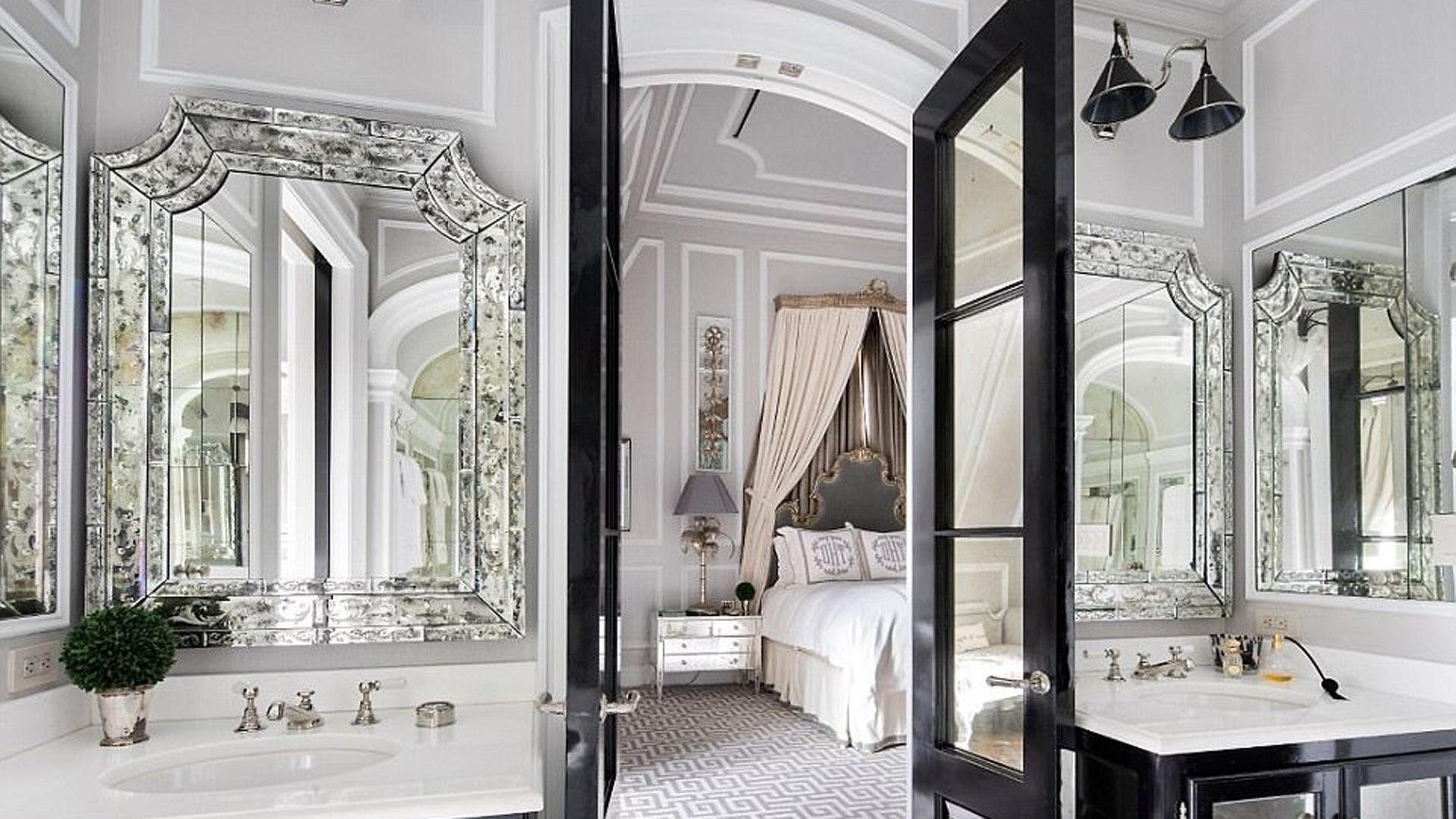 Dividido en dos pisos, las habitaciones se encuentran en el segundo y cada una de ellas posee baños y vestidores