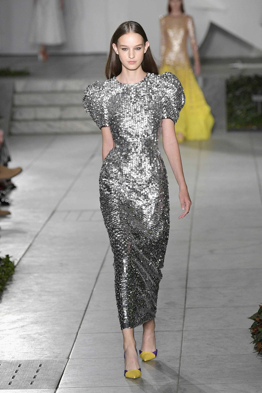 El metalizado, otra tendencia que pisó fuerte durante la Semana de la Moda en Nueva York (Slaven Vlasic/Getty Images For TRESemme Carolina Herrera)