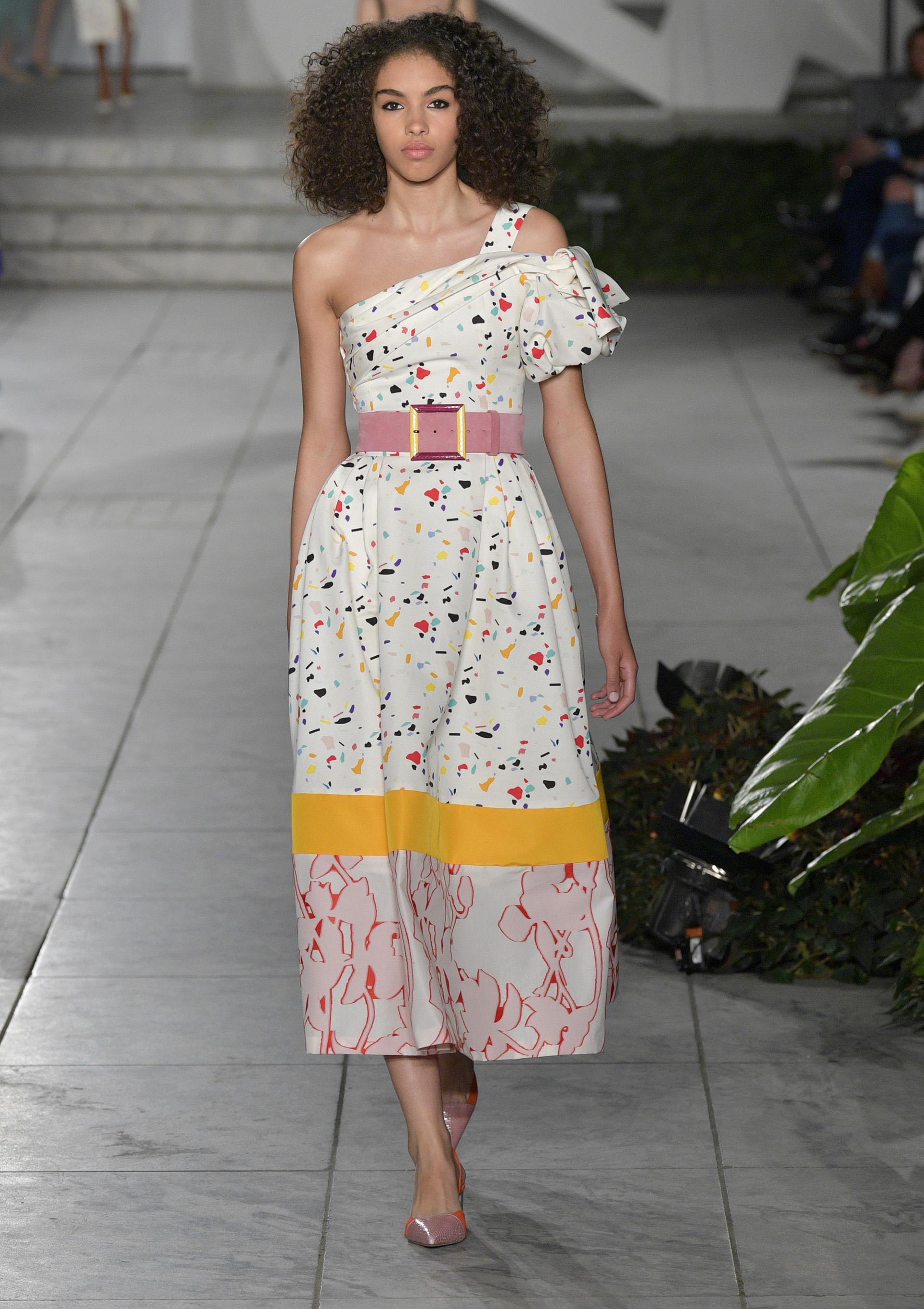 Modelos con aires retro también inspiraron a la diseñadora venezolana en sus creaciones (Slaven Vlasic/Getty Images For TRESemme Carolina Herrera)