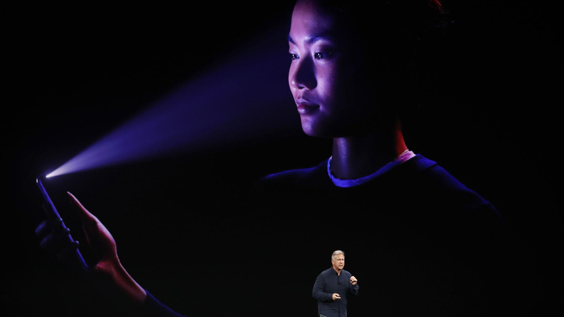 El iPhone X integra la función de reconocimiento facial en 3D(REUTERS/Stephen Lam)