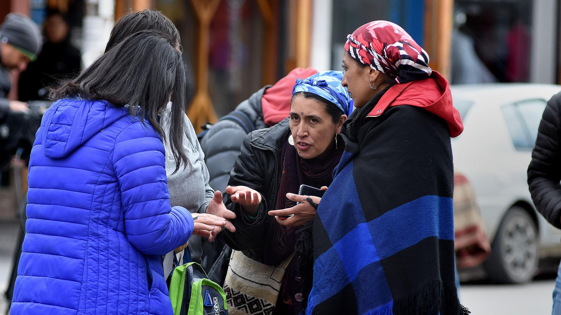 Soraya Maicoño (izq.) y Andrea Millañanco (der.), voceras mapuches (Nicolás Stulberg)