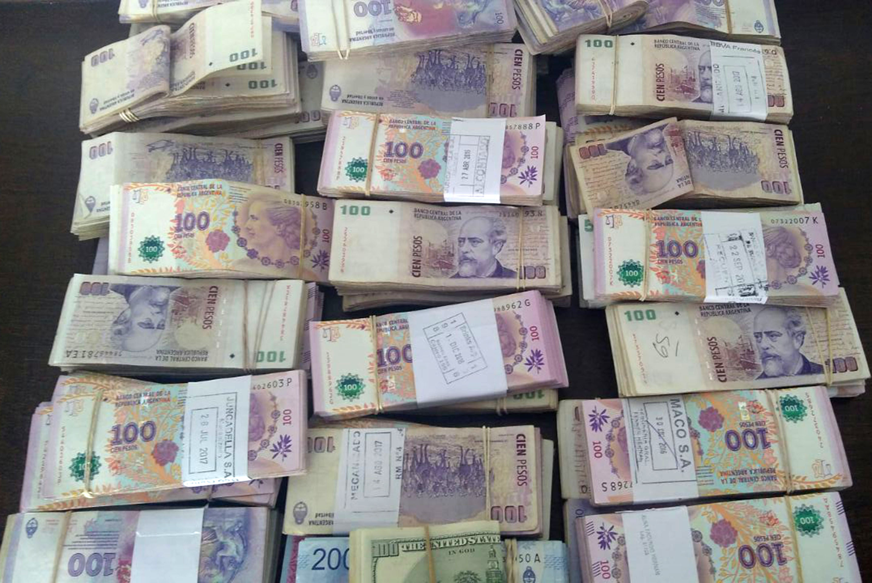 Parte del dinero incautado