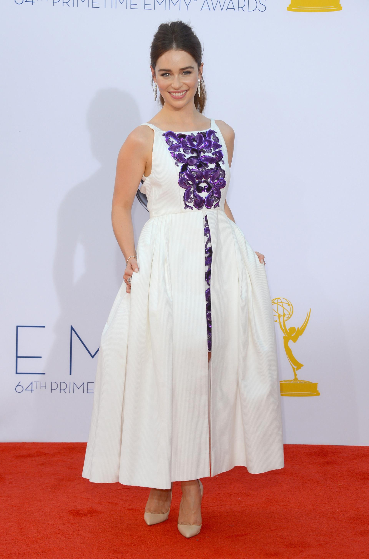 La protagonista de Games of Throne Emilia Clarke brilló con una pieza de corte asimétrico de l maison francesa Chanel para la edición del 2012 (Frazer Harrison/Getty Images)