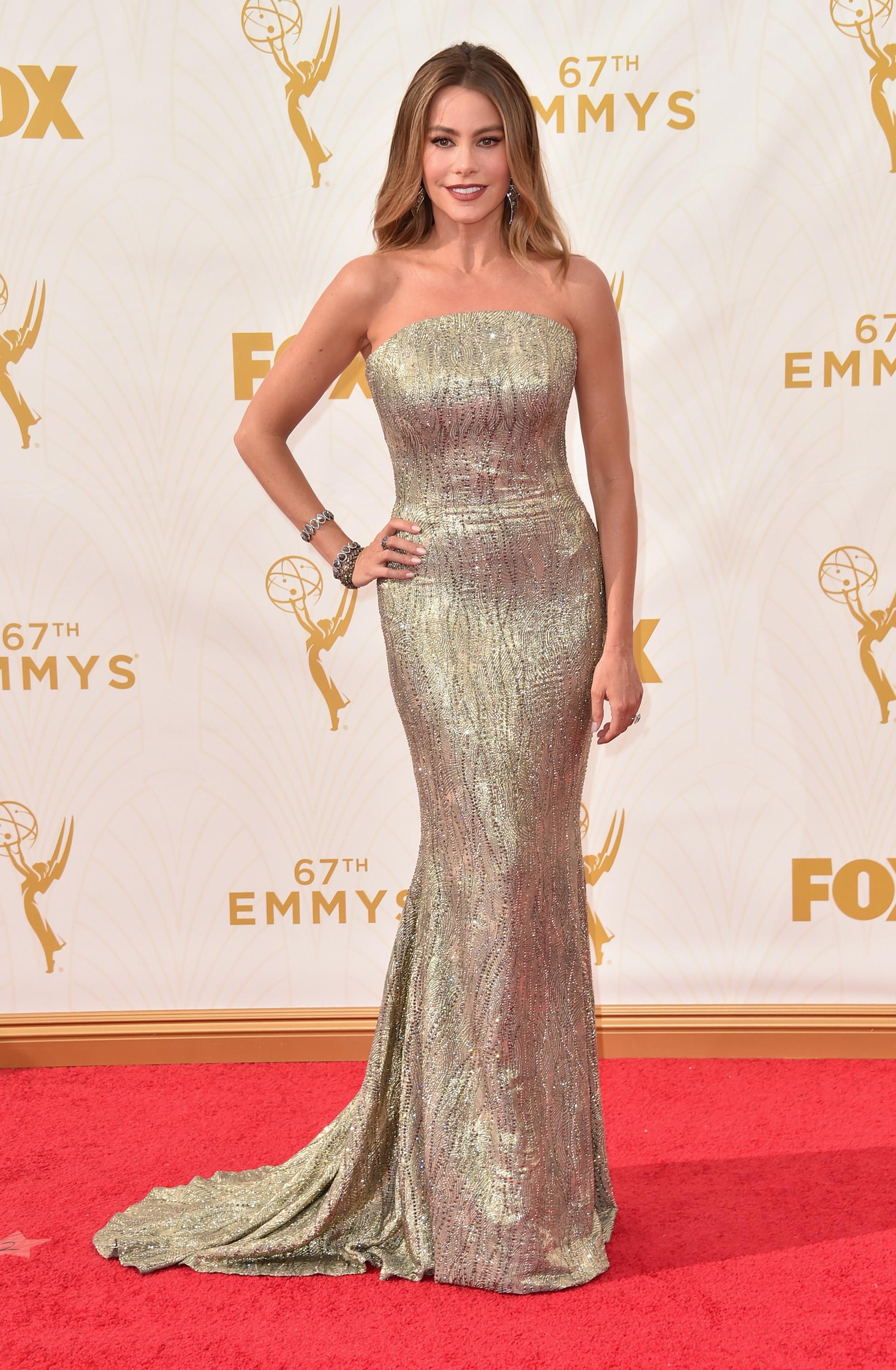 La hermosa actriz Sofia Vergara no necesitó nominación para ser la estrella de los Emmy 2015. Hipnotizó con una pieza de 64 mil cristales Swarovski (Alberto E. Rodriguez/Getty Images for TNT LA)