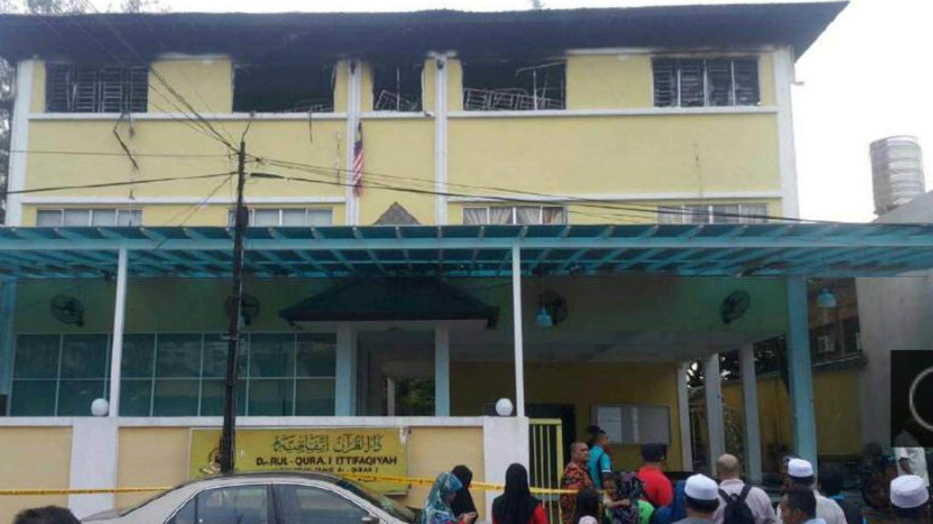 El incendio ocurrió en el último piso de la edificación. (Reuters)