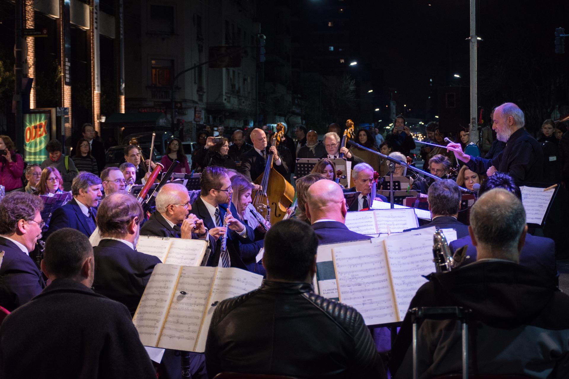 La fabulosa orquesta que recibió a los inviatados en la entrada del Museo