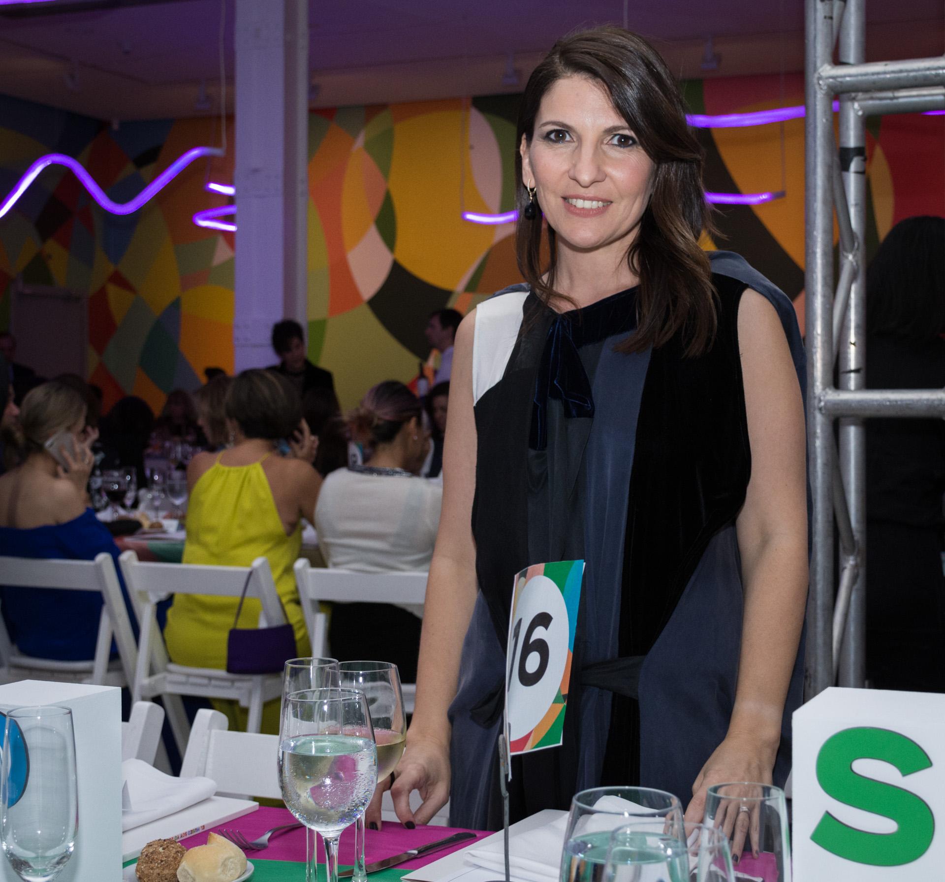 Larisa Andreani, presidente de la Asociación Amigos del Moderno, cuyo objetivo es contribuir al desarrollo y la consolidación del Museo de Arte Moderno de Buenos Aires, apoyando su crecimiento, colaborando con la conservación de obras y ayudando a difundir el patrimonio y las exposiciones temporarias