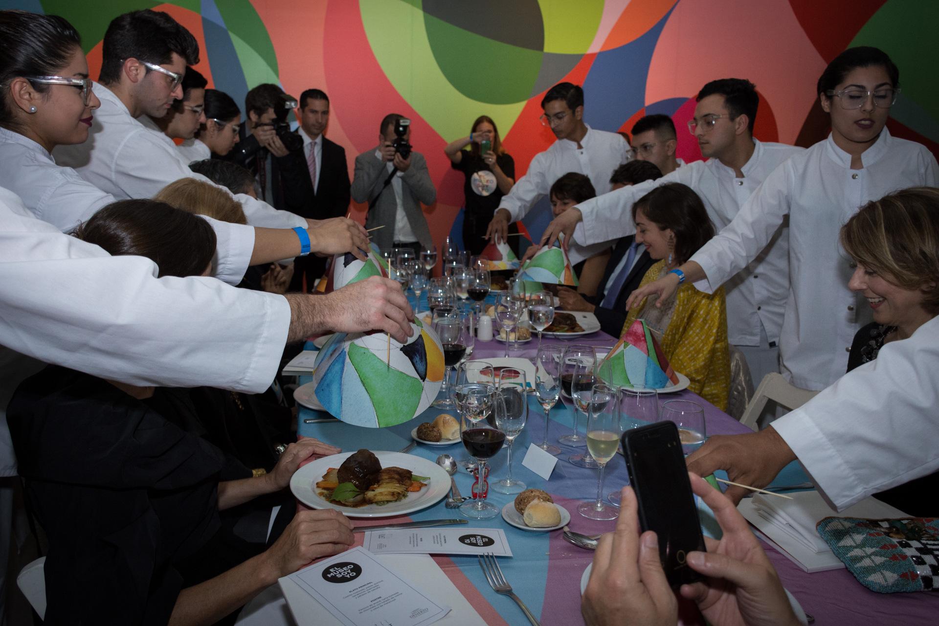 La original presentación de los platos del menú de la gala