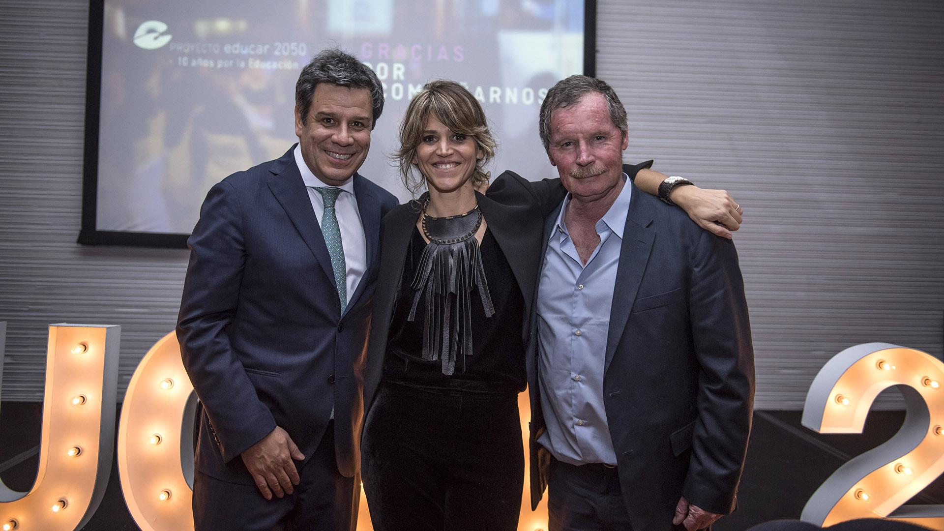 El neurocientífico Facundo Manes junto a María Freytes y Juan Carr, fundador de Red Solidaria. Los participantes del evento compartieron la visión de Educar 2050: colocar a la Argentina entre los 5 países con más alta calidad educativa antes del año 2050