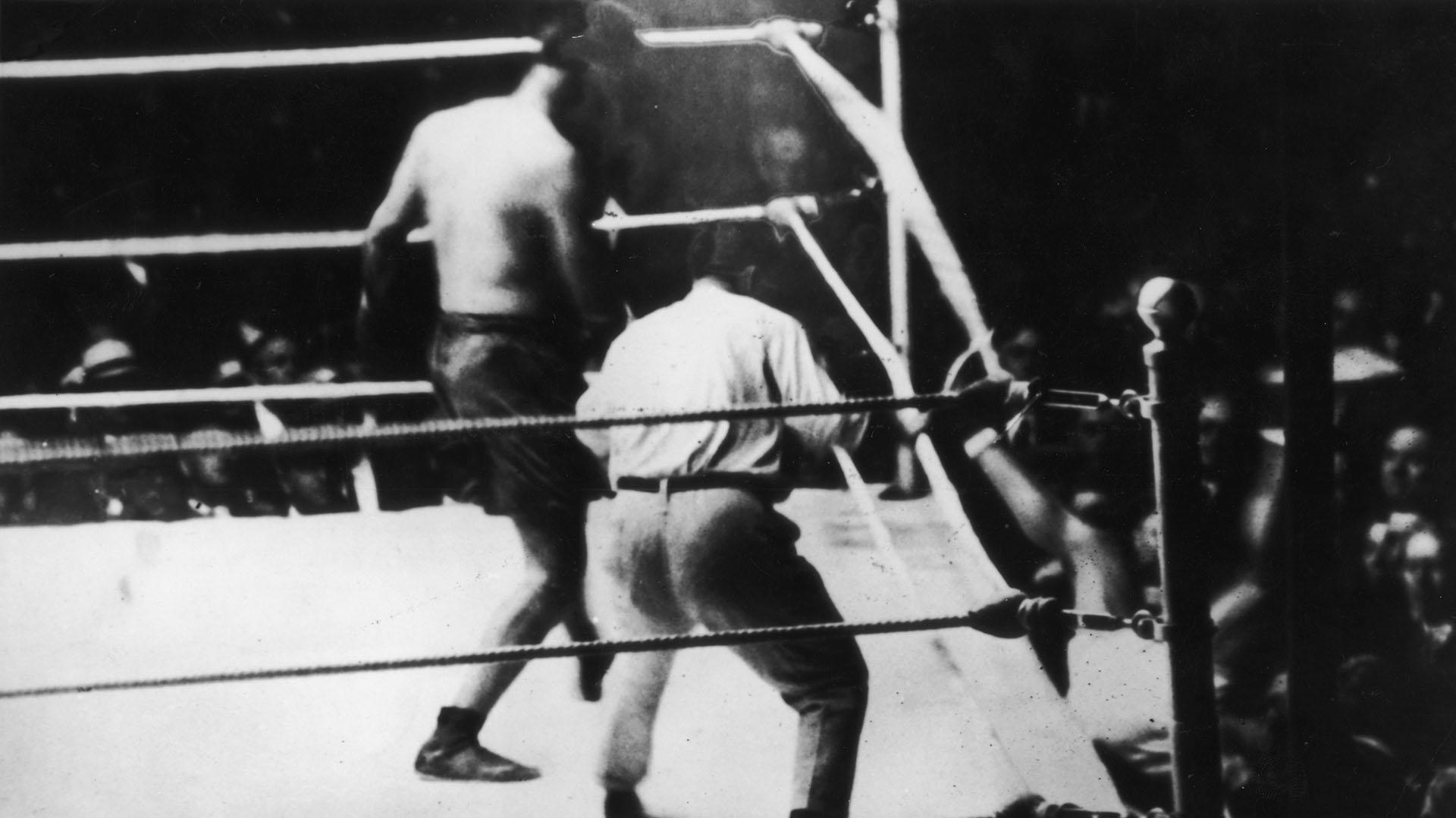 La histórica imagen de la pelea de Luis Angel Firpo(Getty)