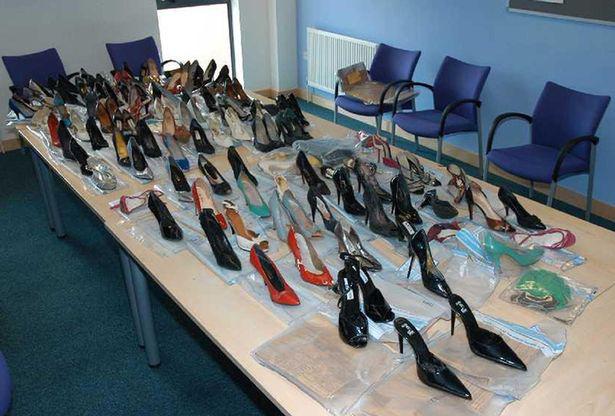 Los stilettos que fueron hallados en su garage y en su oficina. Algunos pertenecían a sus víctimas, otros los compraba. Tenía un fetiche enfermizo con este tipo de zapatos