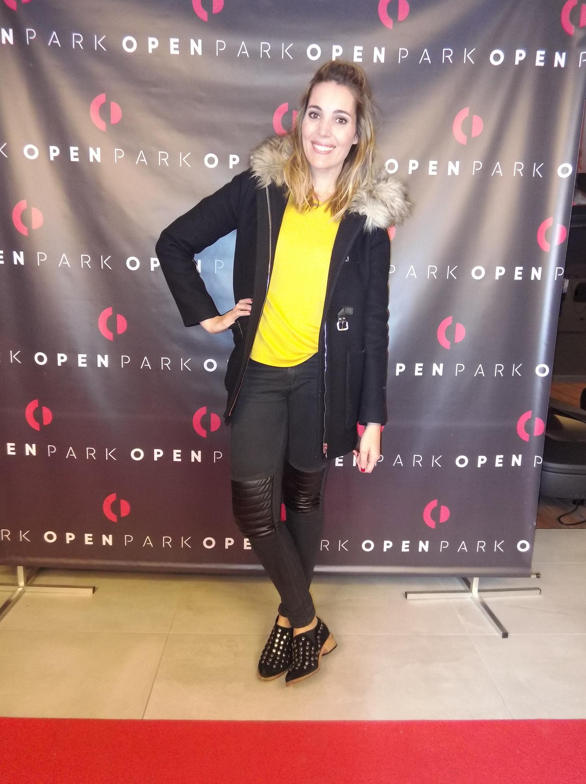 La periodista Noelia Antonelli también dijo presente en el cocktail inaugural.