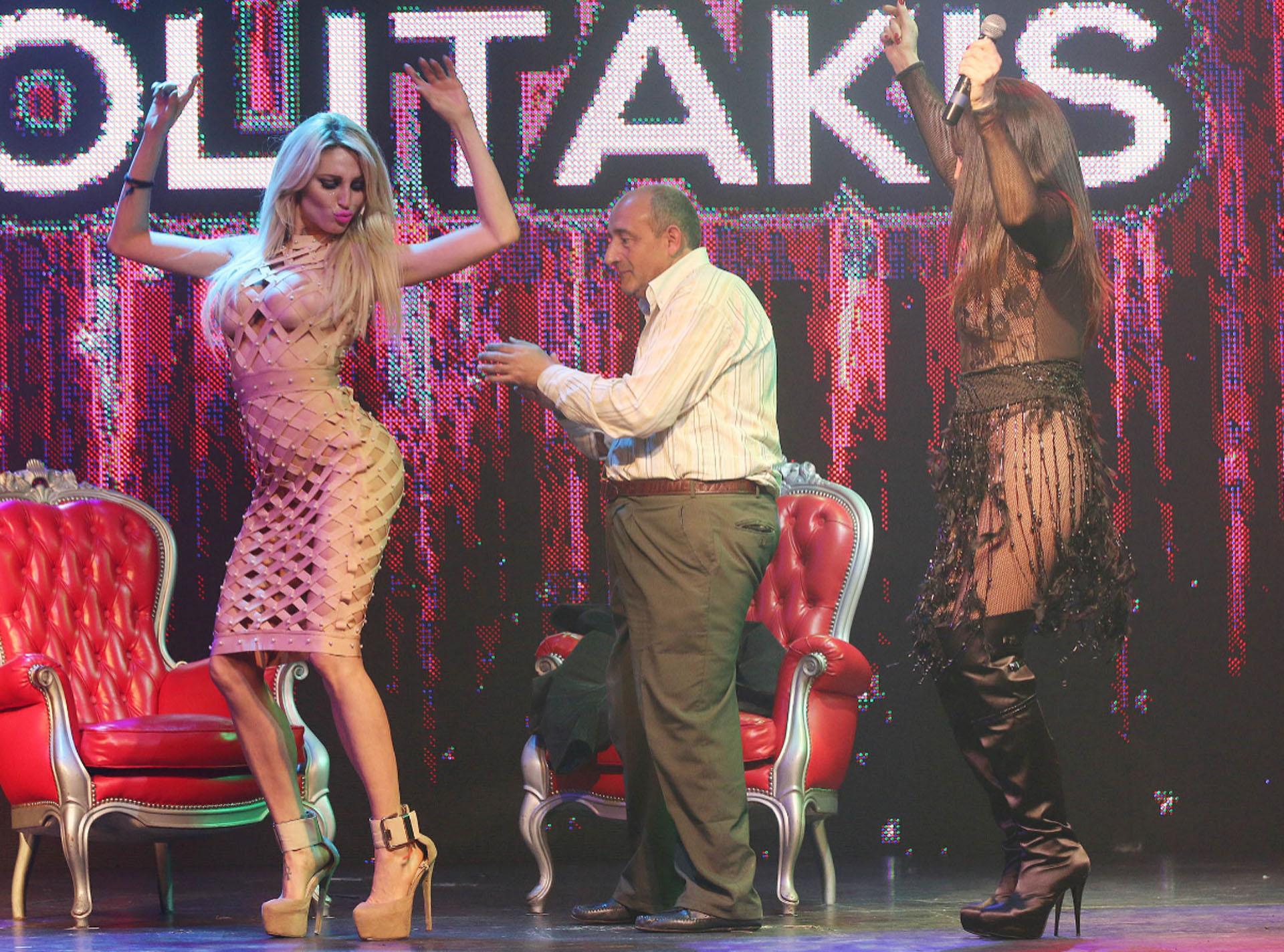 """Vicky Xipolitakis fue invitada a """"Astros de risas"""", la obra que protagoniza Mori. Durante la función, desvistieron a un hombre del público sobre el escenario (Verónica Guerman)"""