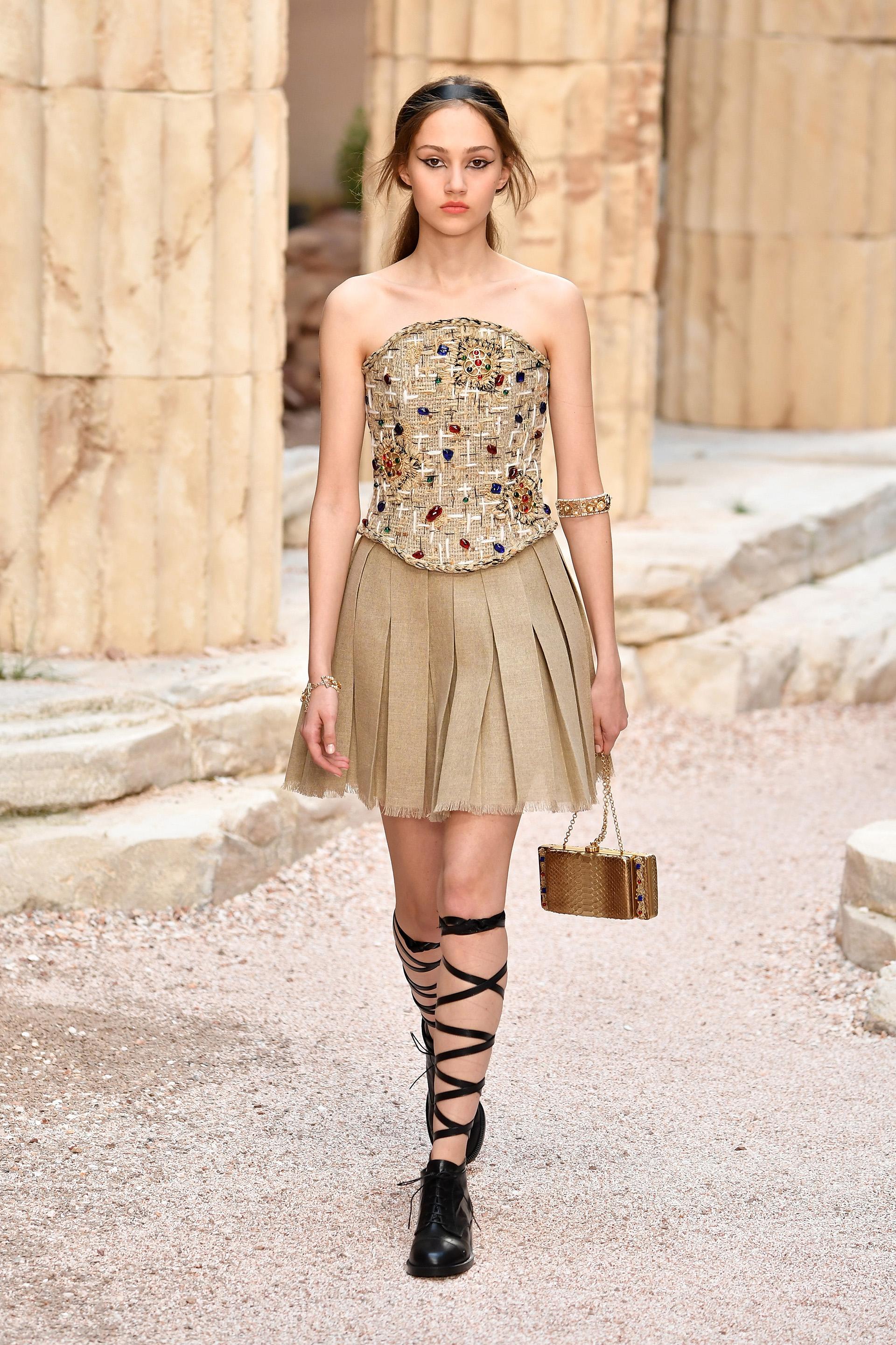 La mini deChanel , la propuesta de estilo de su colección primavera verano 2017/2018 presentado en el Grand Palais de París. (Photo by Pascal Le Segretain/Getty Images)