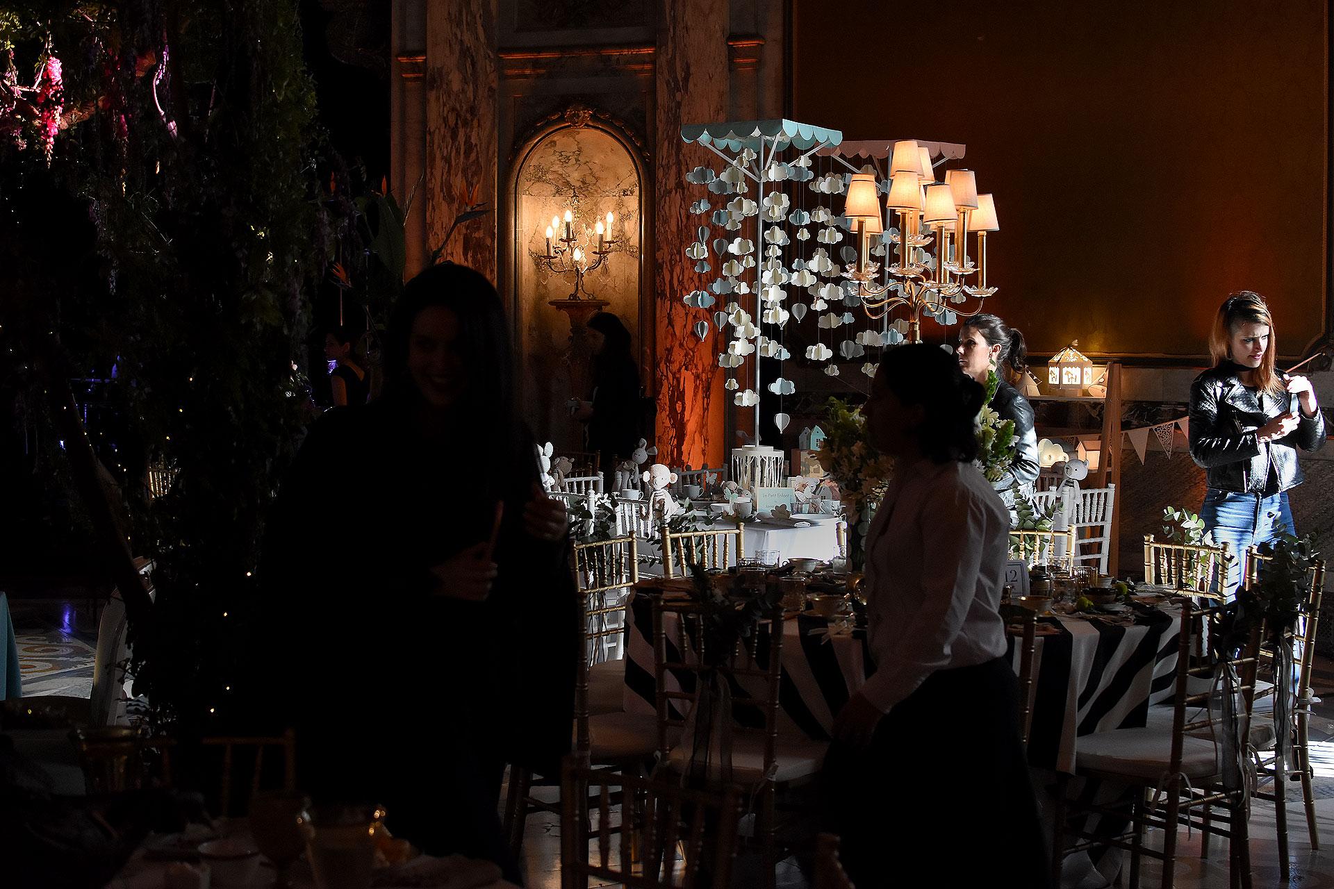 El Gran Hall de Honor del Palacio Paz estuvo decorado con mesas de puro diseño y magia a beneficio
