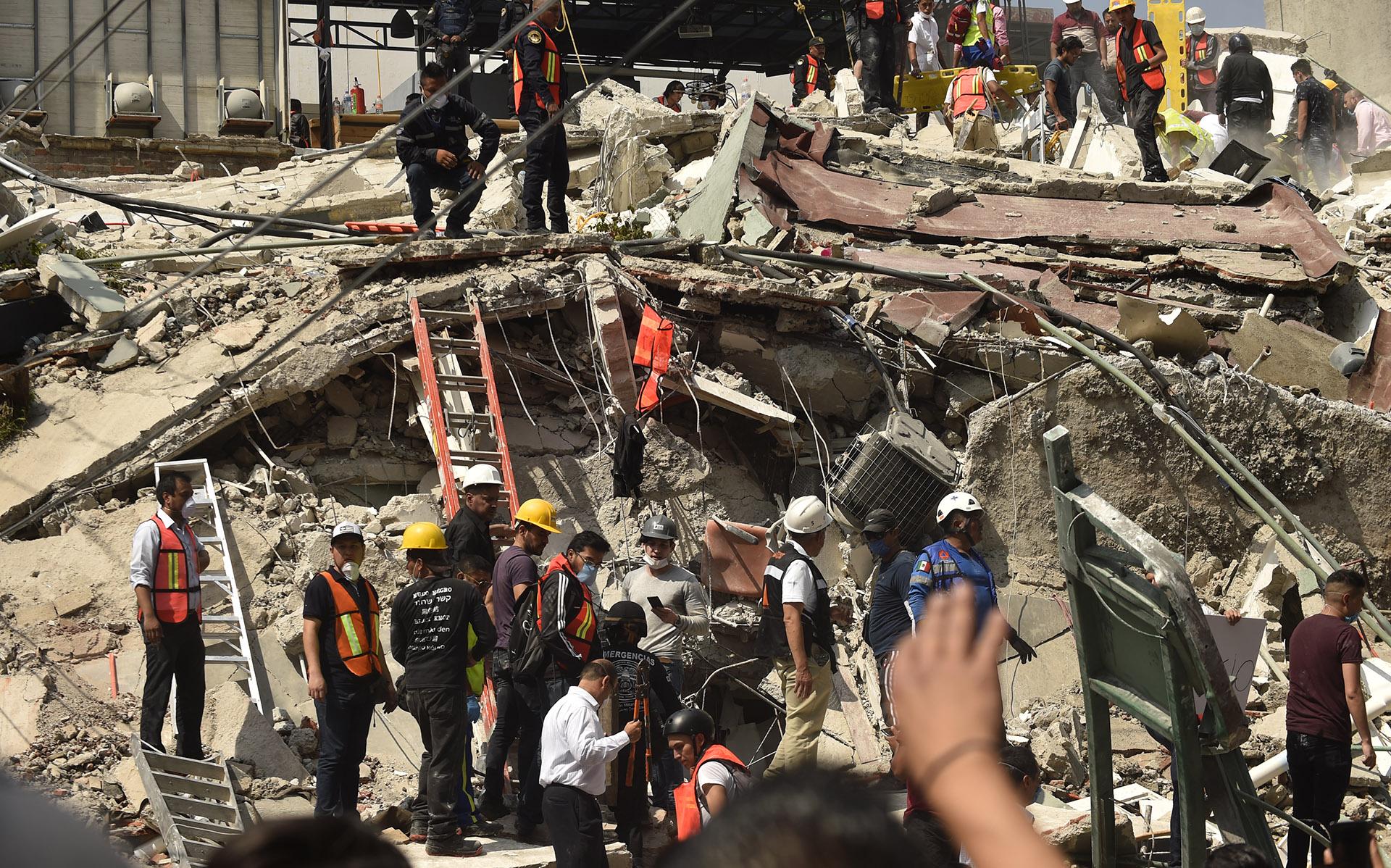 19/9 Un terremoto deja más de 300 muertos y centenares de heridos en la Ciudad de México y sus alrededores