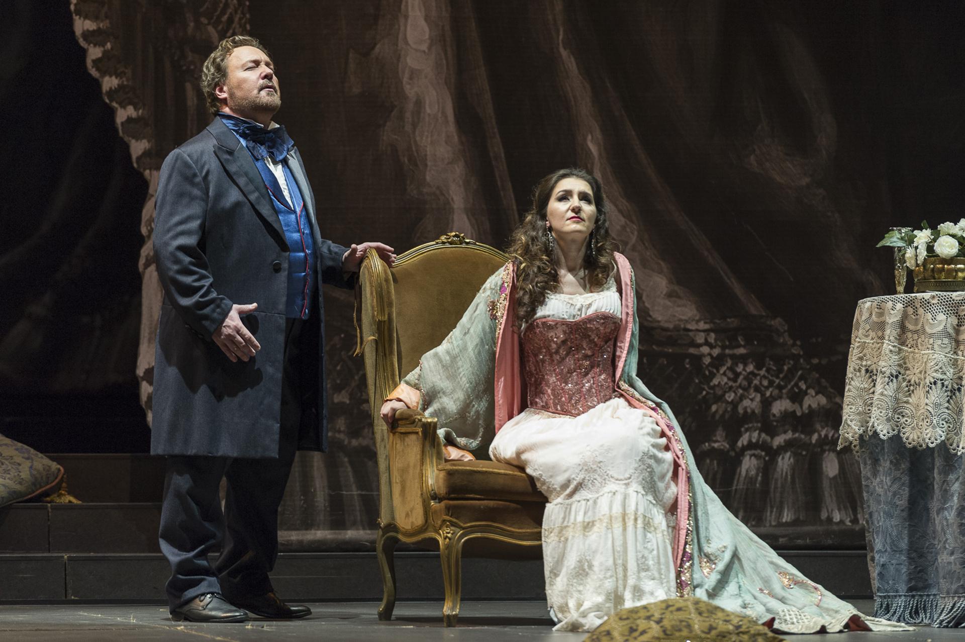 Ermonela Jaho, una de las sopranos más destacadas de la escena lírica internacional, que canta por primera vez en el escenario del Teatro Colón interpretando a Violeta, la cortesana que muere en el desamor y que es, a su vez, una de las grandes heroínas del género operístico y literario