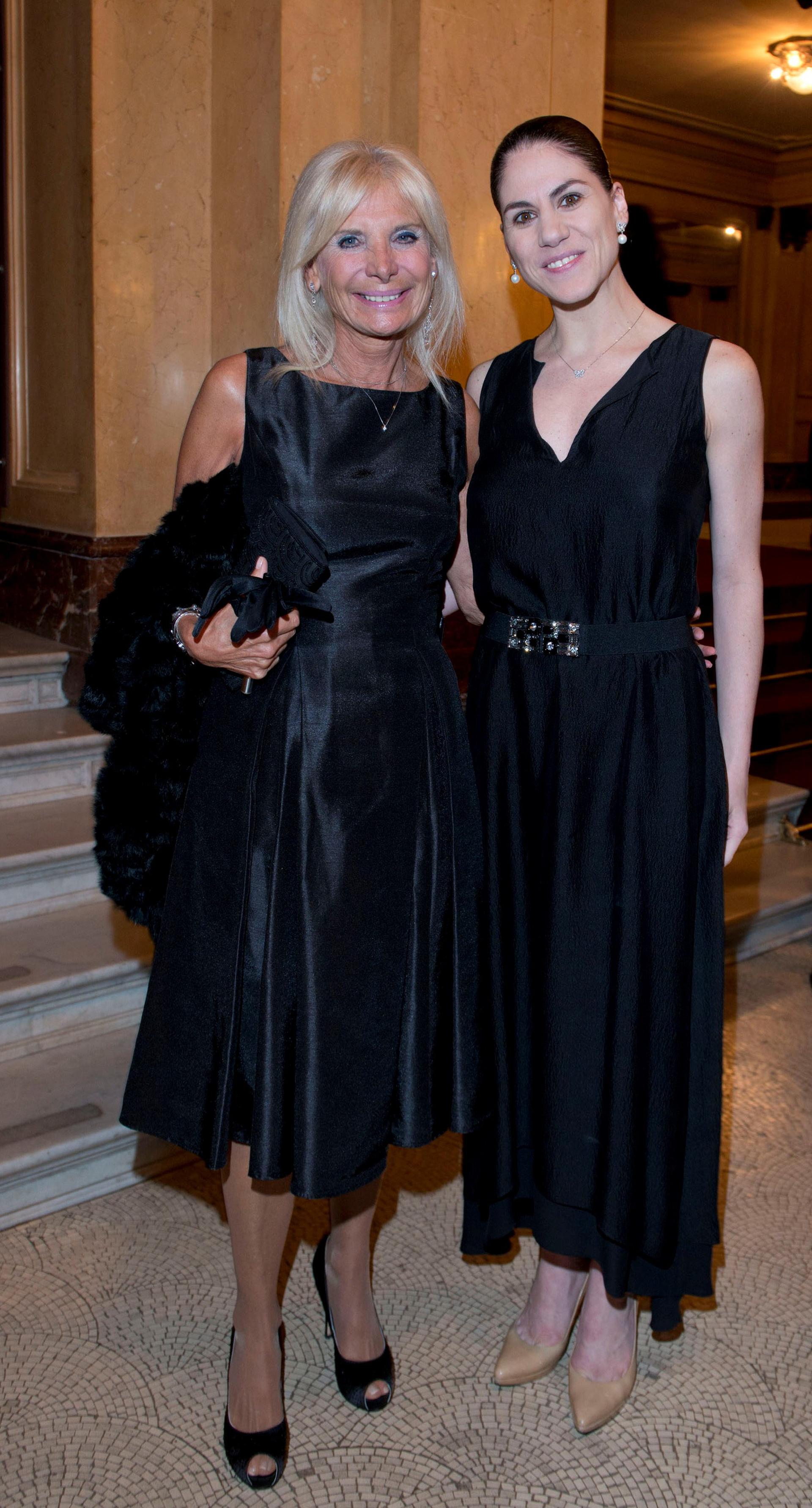 La embajadora de Italia en la Argentina, Teresa Castaldo, y la directora del Ballet Estable del Teatro Colón, Paloma Herrera