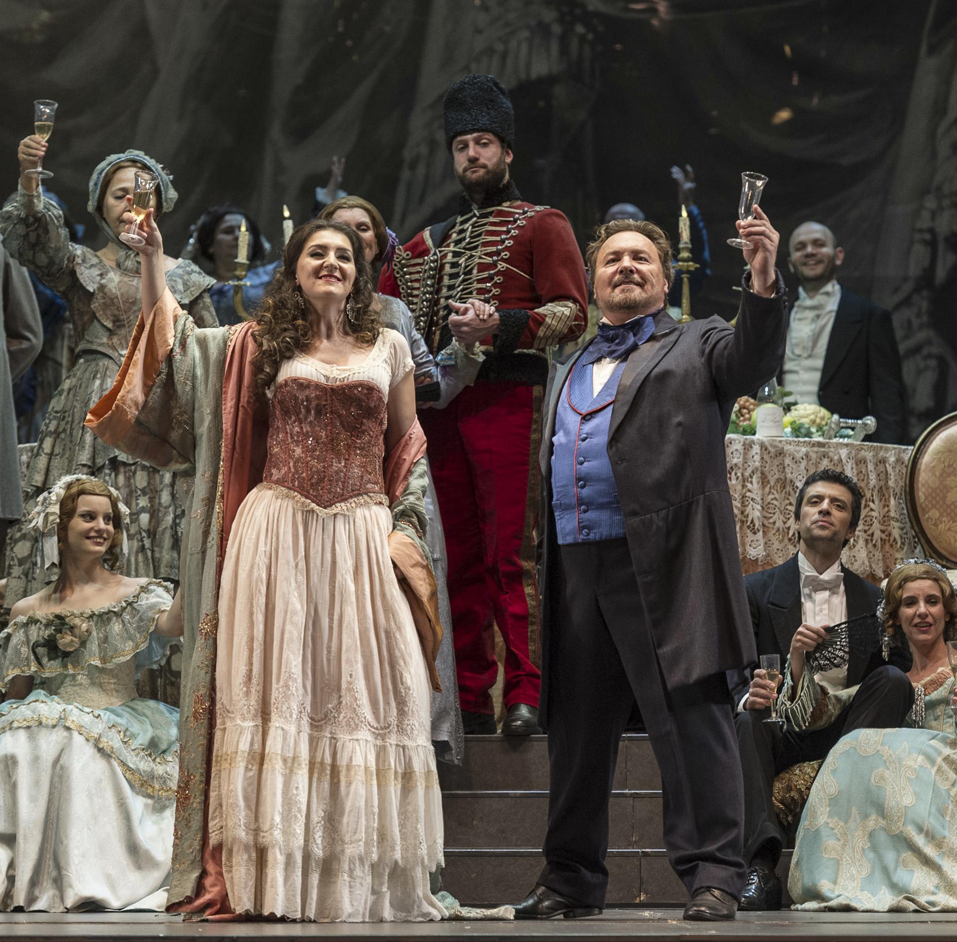 La traviata es una ópera en tres actos (1853) con música de Giuseppe Verdi