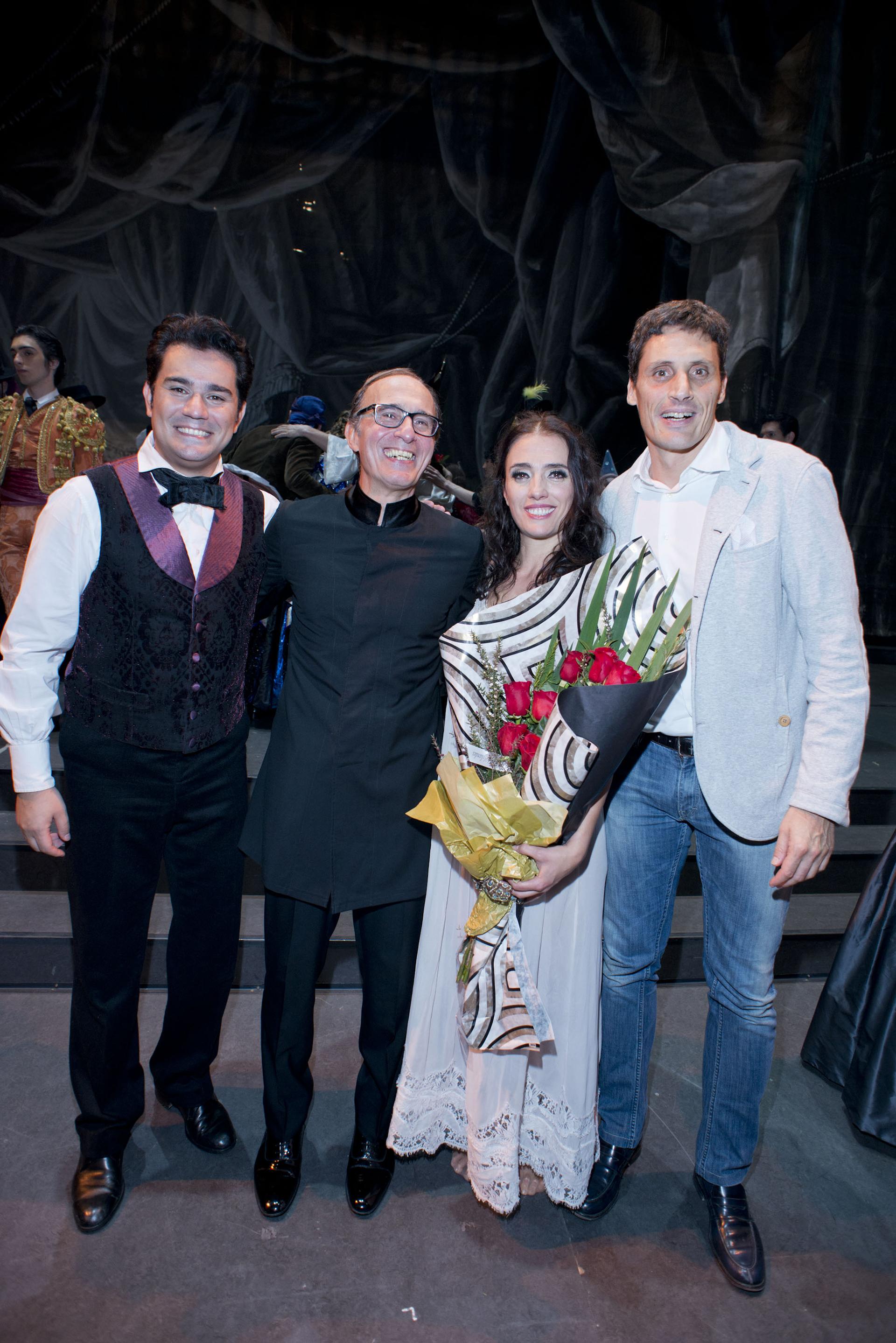 El tenor Saimir Pirgu, el director musical Evelino Pidò, la soprano Ermonela Jaho y el director repositorio de escena, Stefano Trespidi