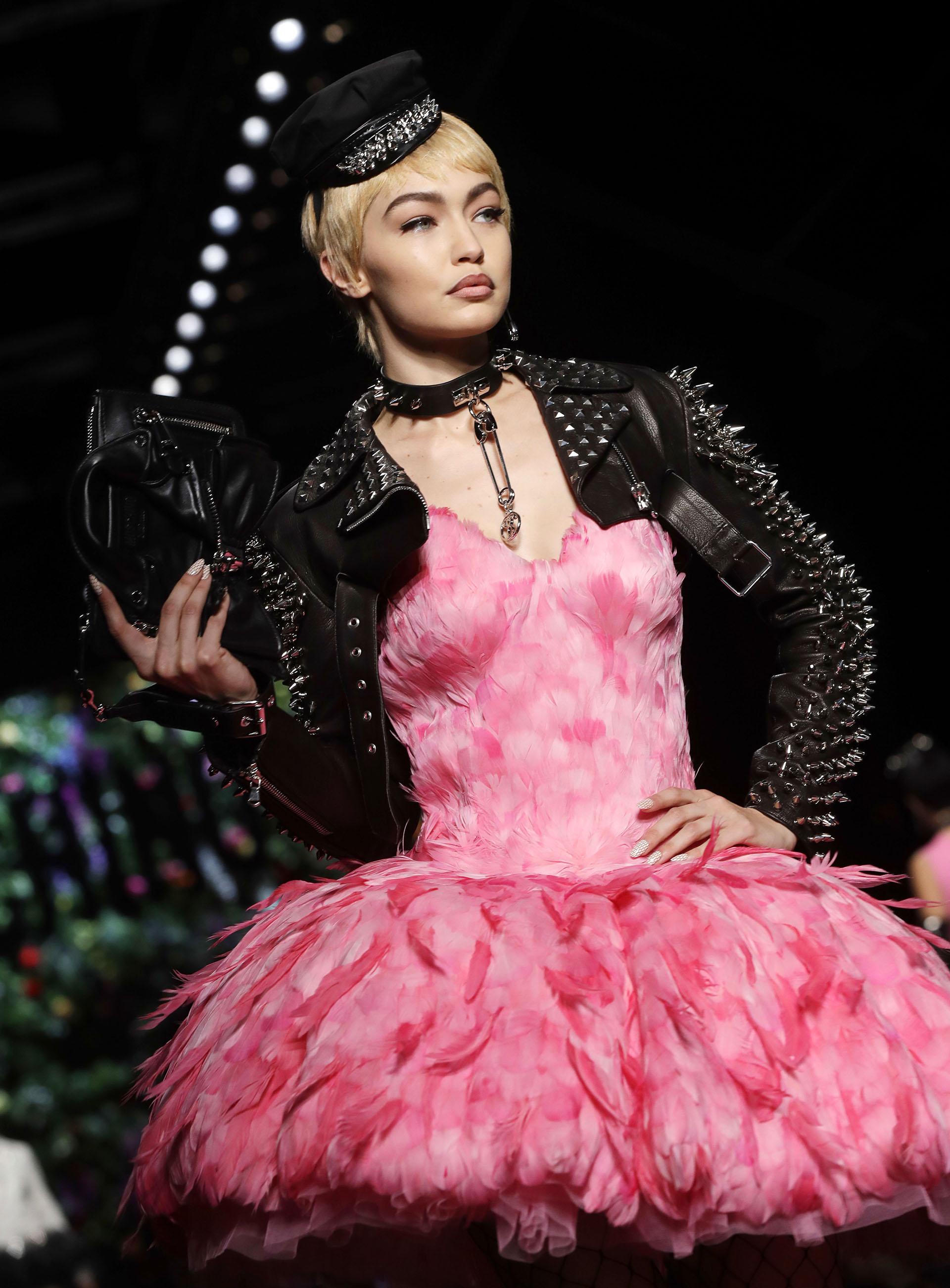 Moschino vuelve a romper con todos los esquemas de la moda en Milán ...