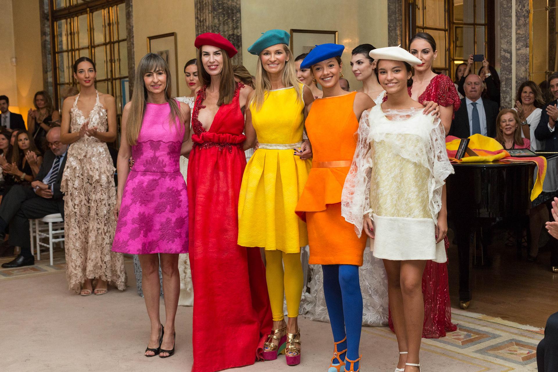 La colorida colección que se presentó en la embajada argentina
