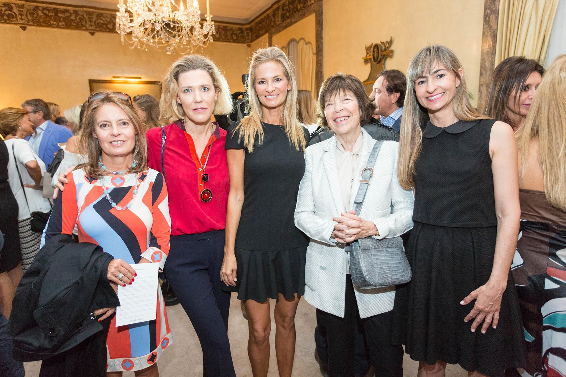 Rita de Achaval, Alexandra De Royere, Lily Sciorra de Mascardi, Silvia Gold de Sigman y Paula Botto