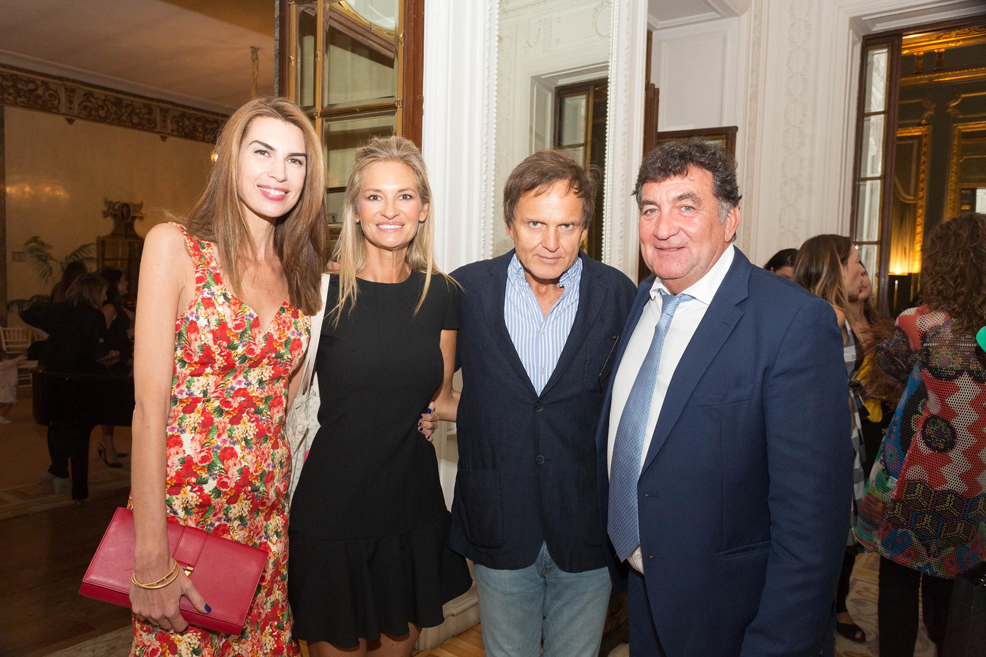 Solange Cubillo y Lily Sciorra con el empresario y productor Patricio Rabuffetti; y el empresario Gustavo Mascardi