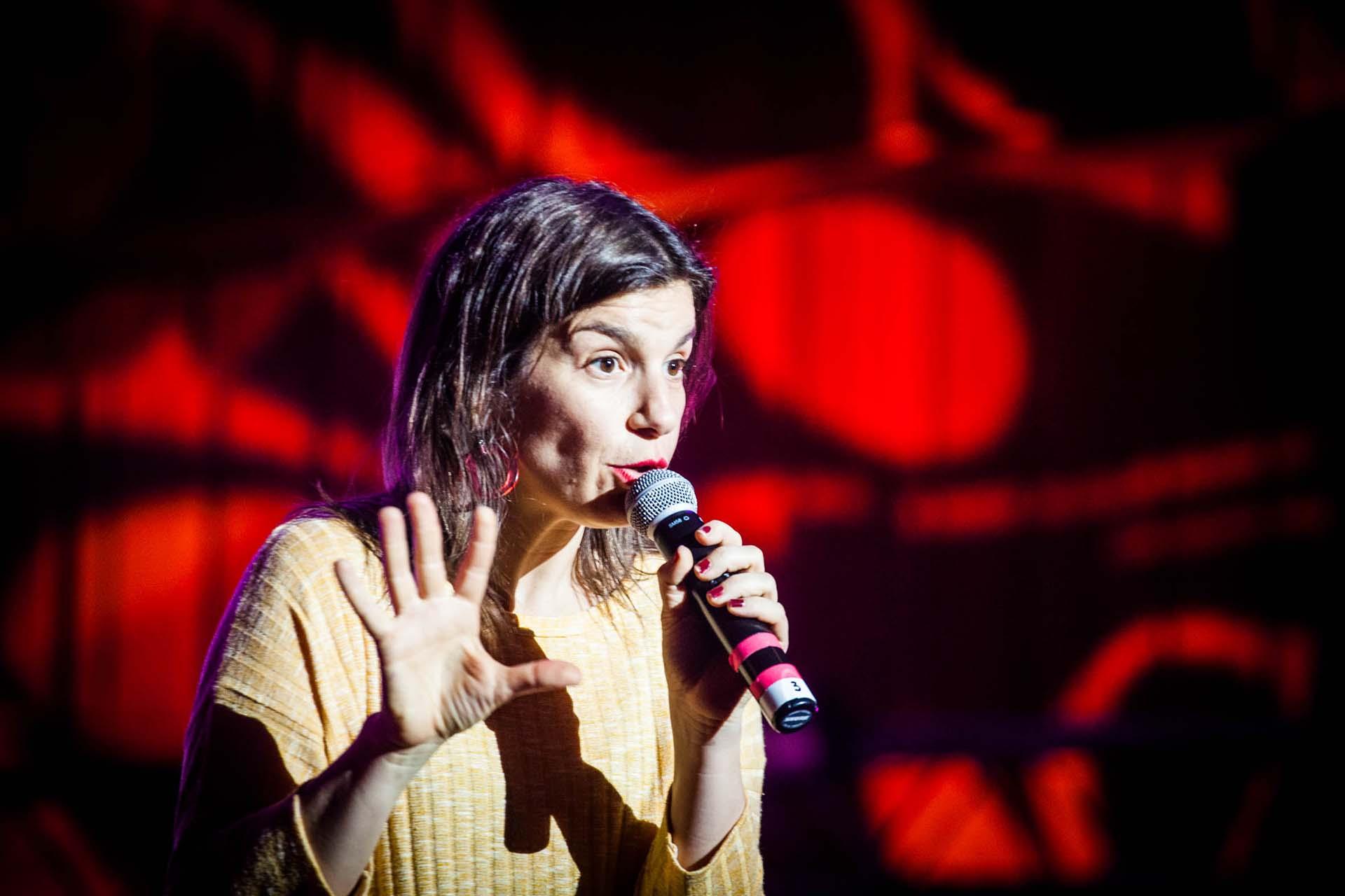 La comediante Dalia Gutmann ofreció un showde stand up