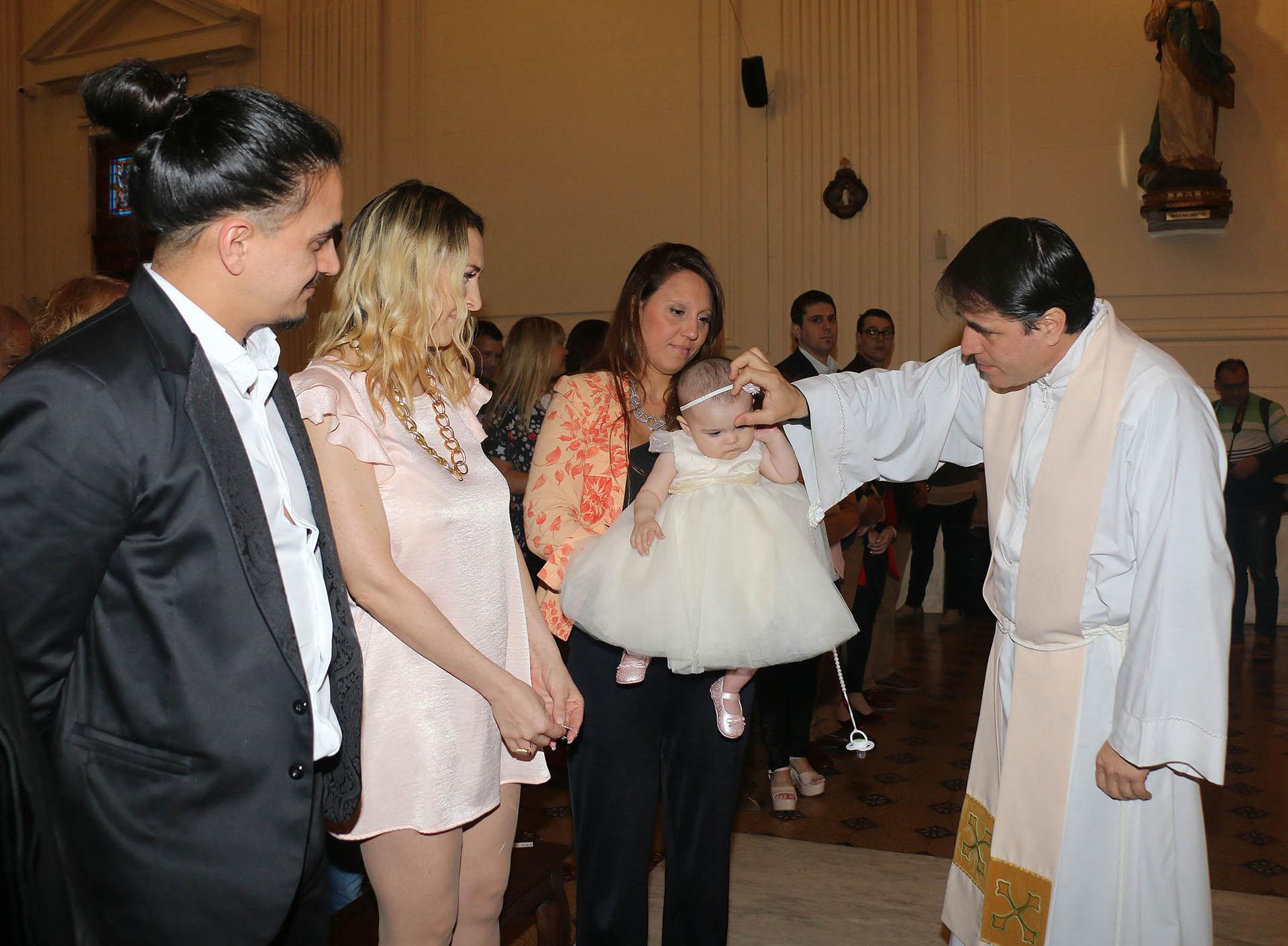 Lorena Liggi y su pareja Leandro D´Angelo, en el bautismo de su hija Indiana