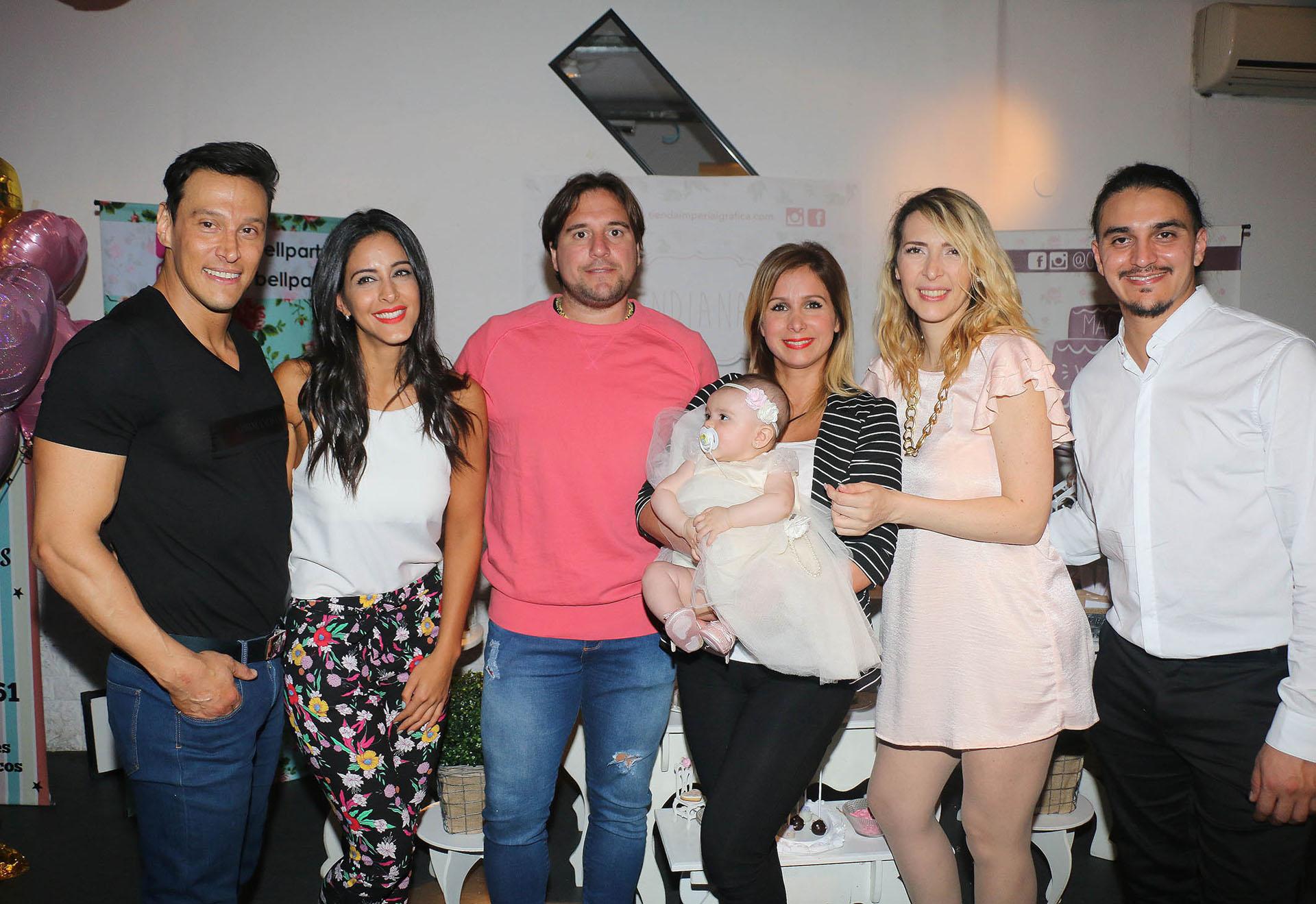 Joel Ledesma, Celeste Muriega, Sebastián Cobelli, Fernanda Vives, Lorena Liggi y Leandro D´Angelo con Indiana