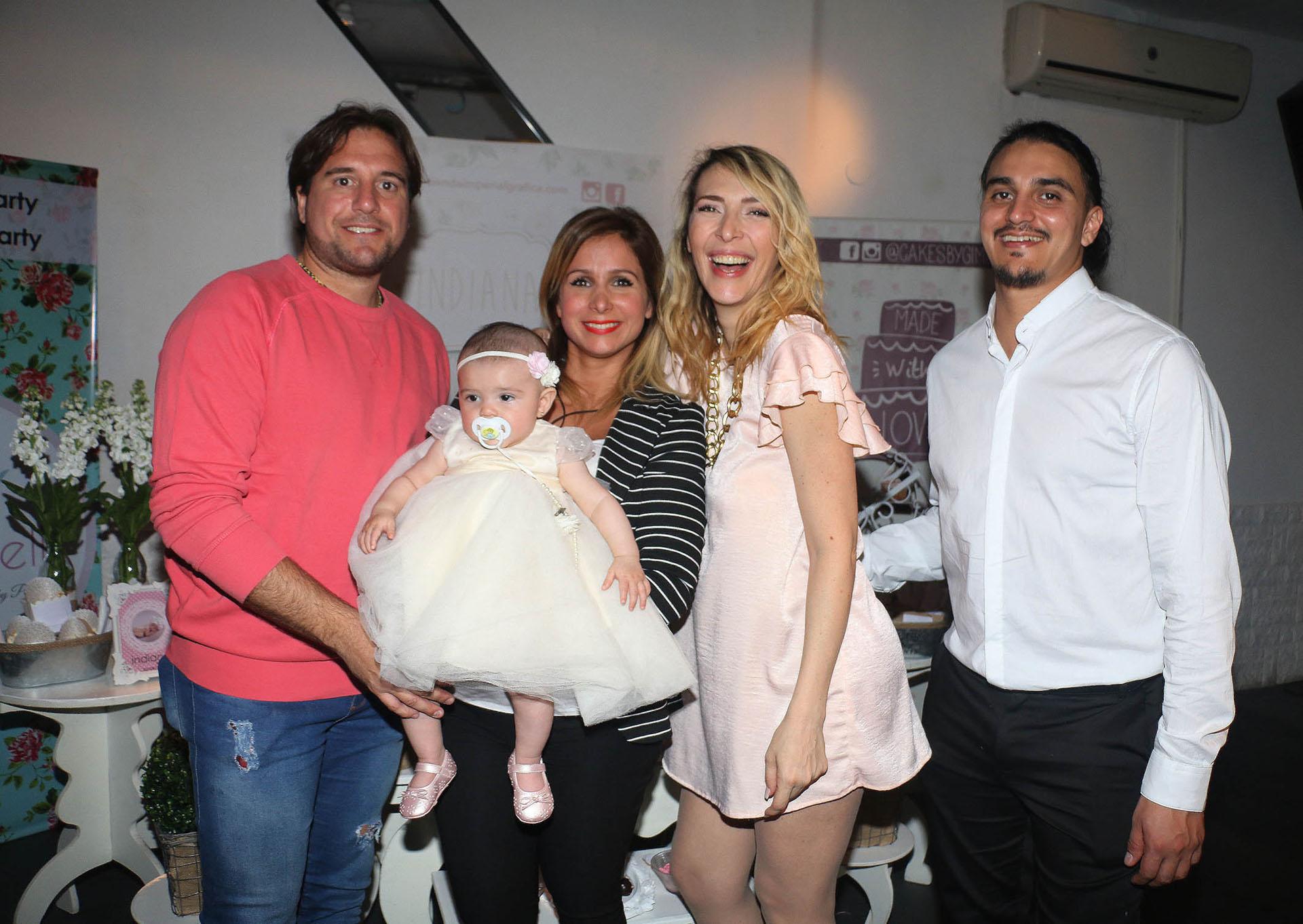 Sebastián Cobelli y Fernanda Vives acompañaron a Lorena Liggi y Leandro D´Angelo en el bautismo de Indiana