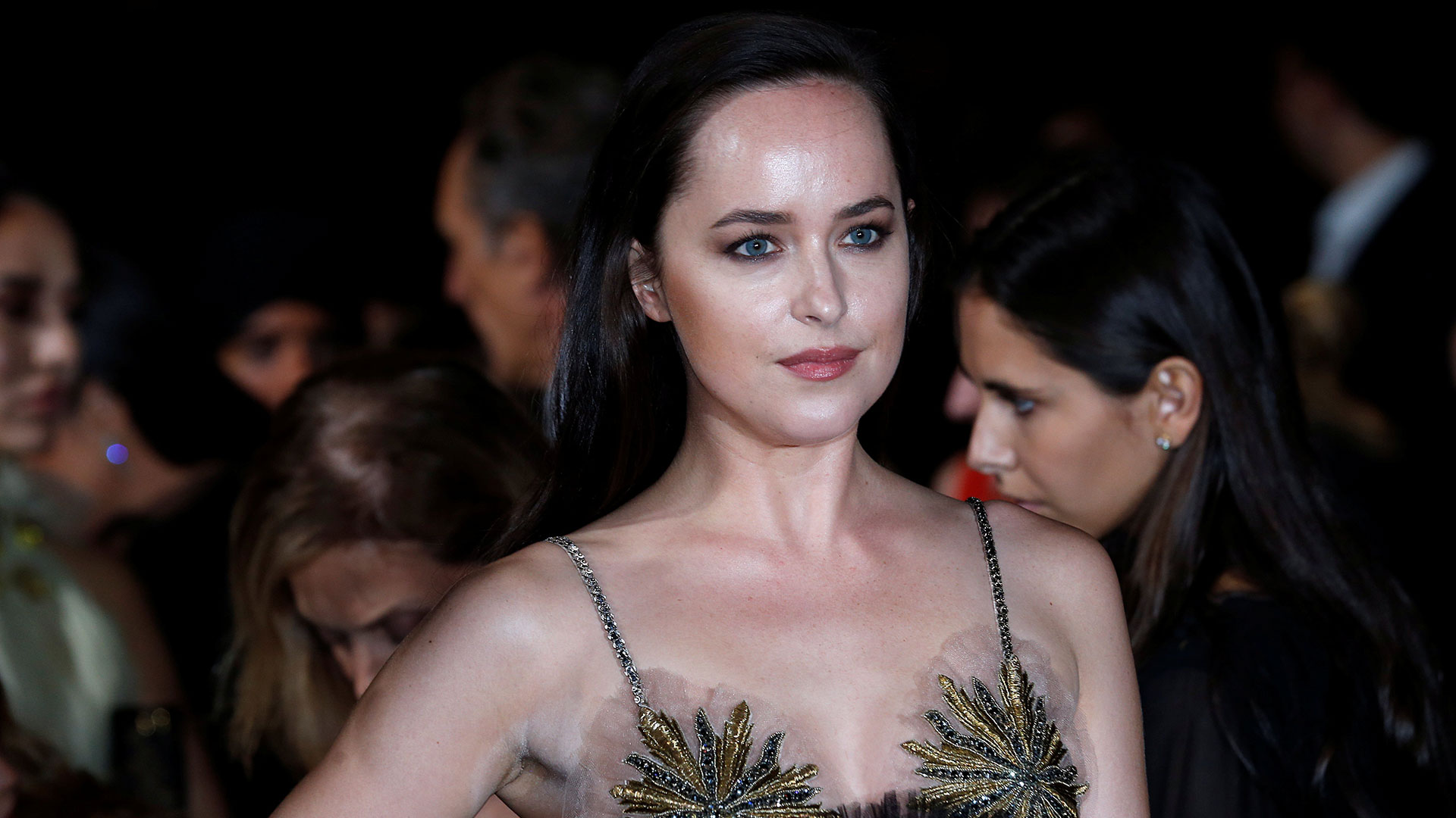La actriz Dakota Johnson llevó un vestido de Gucci, con partesde tul orgánico y paños reutilizados (Reuters)