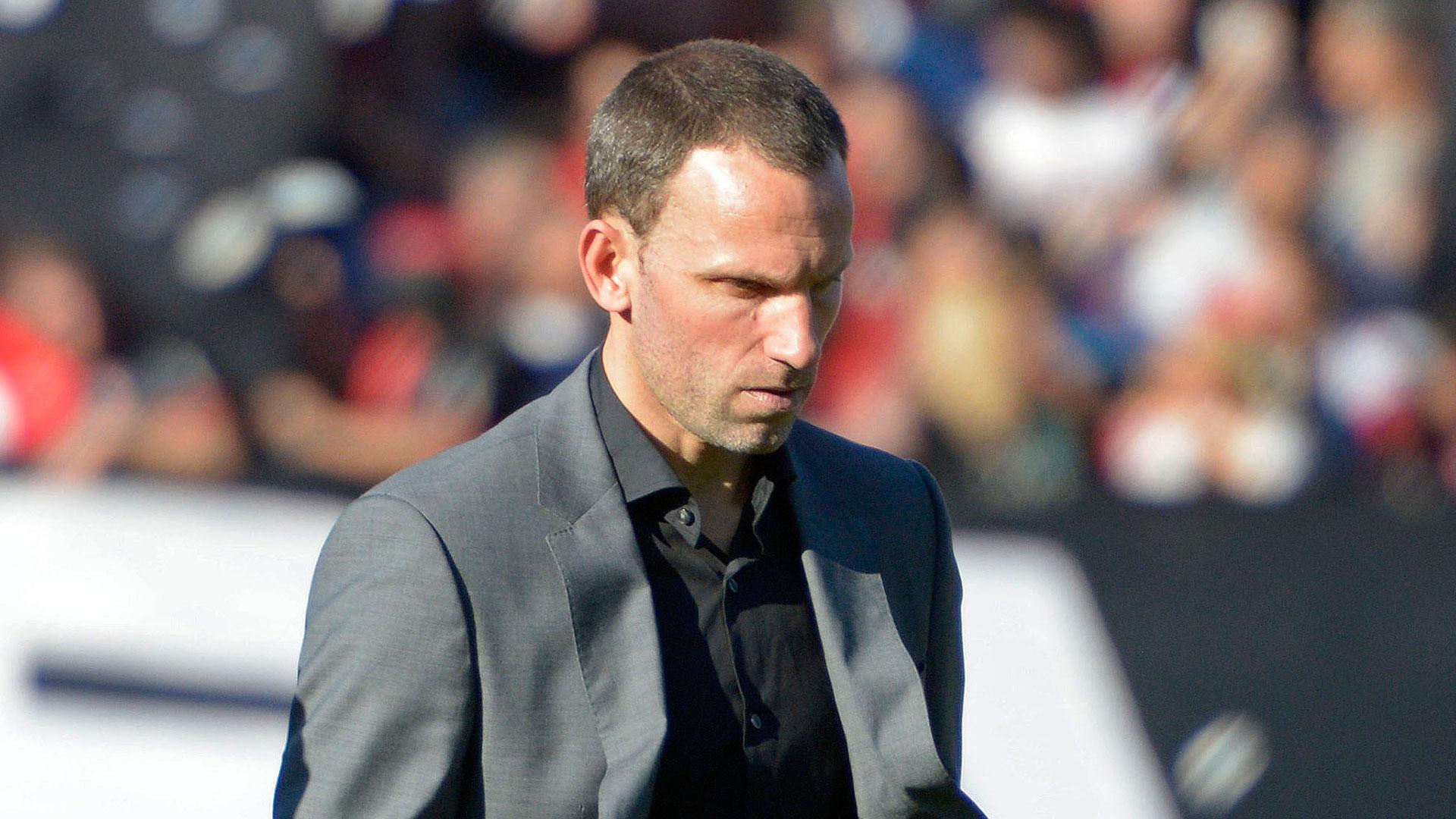 Lucas Bernardi dejó de ser el técnico de Estudiantes de La Plata tras la caída con Racing en el estadio Único, por la 26° fecha de la Superliga (NA)