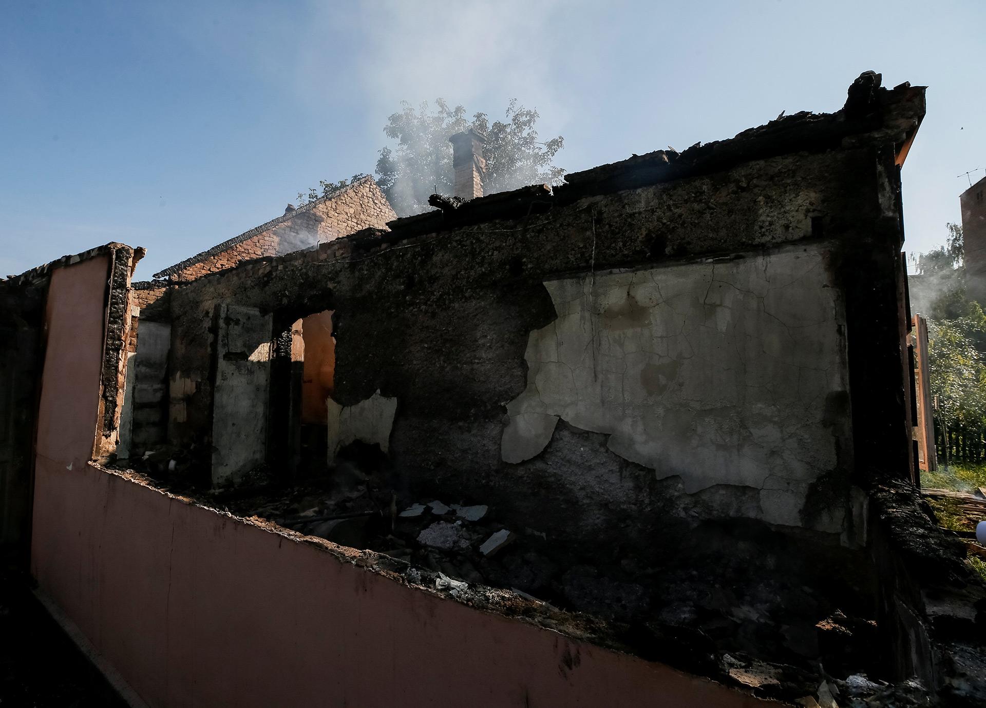 Una pared derrumbada en el pueblo de Kalynivka (Reuters)
