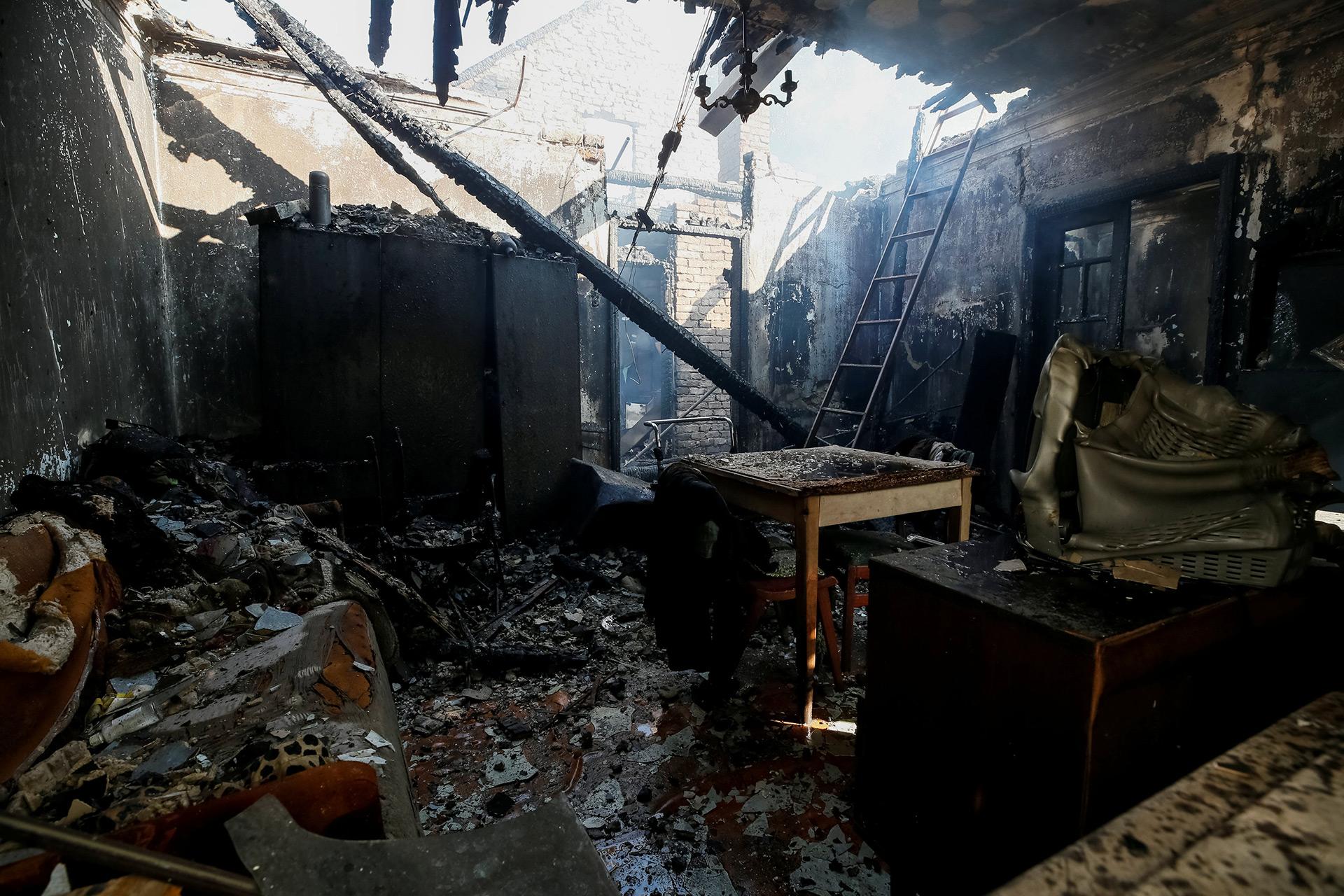 Una de las casas destruidas cerca del almacén de municiones (Reuters)