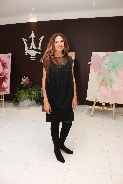 """La ex modelo y conductora Ginette Reynal mostró su faceta artística y presentó su muestra """"Etérea"""", acompañada por muchas personalidades (Jorge Amado)"""