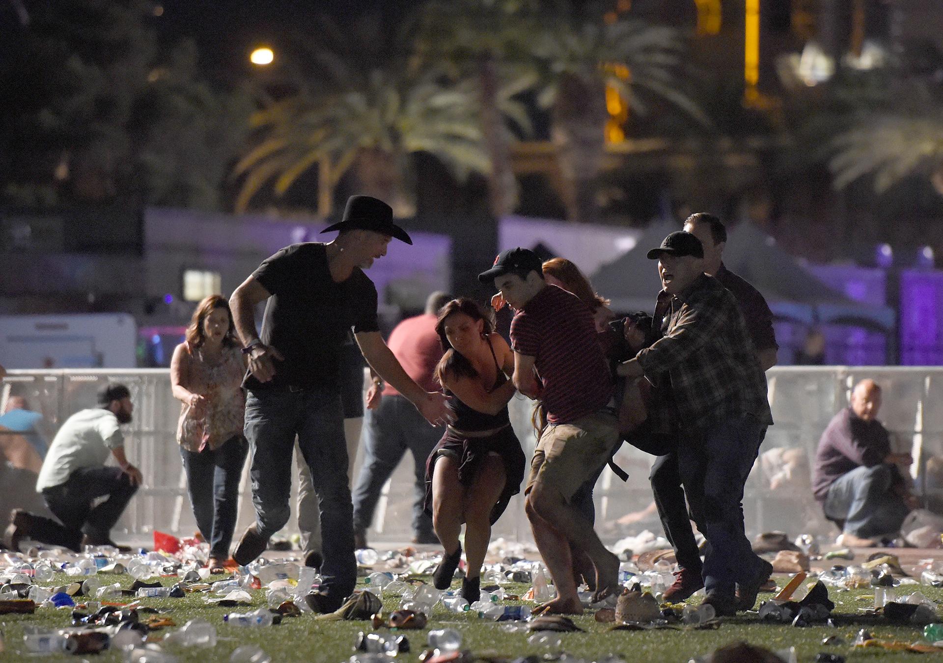 La gente escapa durante el tiroteo en el festival de Las Vegas
