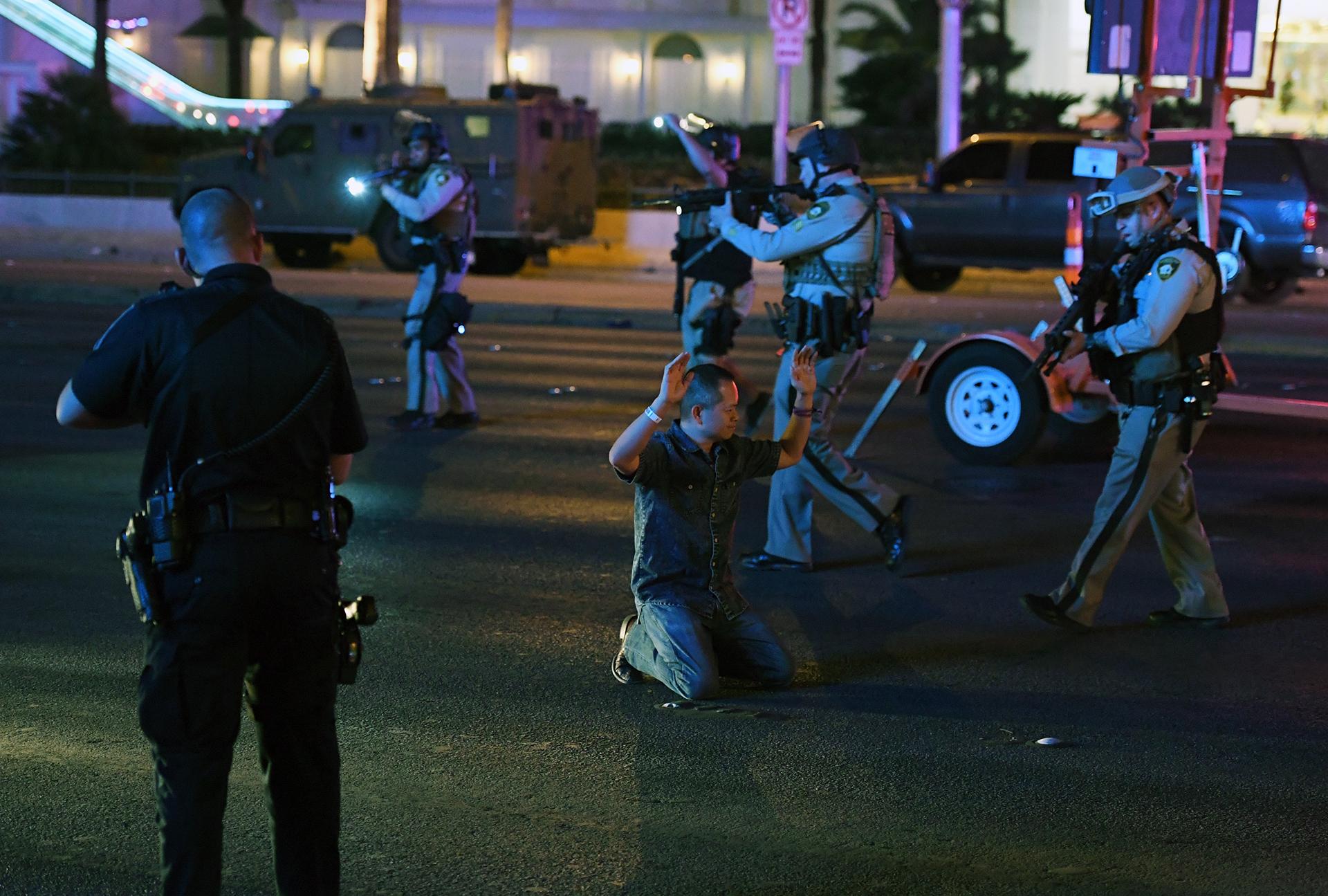 La policía de Las Vegas detiene a un hombre que conducía un vehículo en la avenida Tropicana
