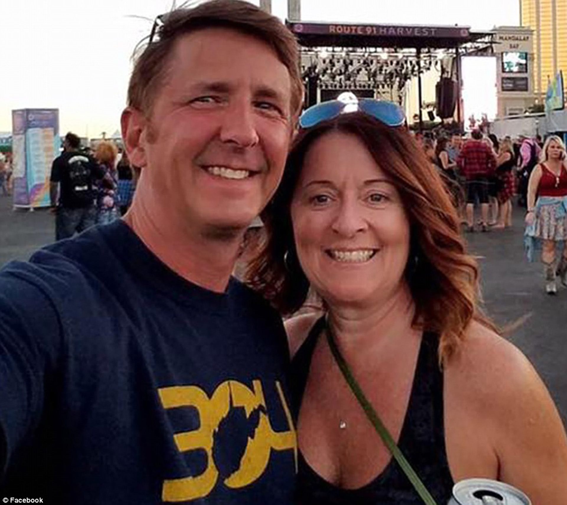 Denise Gesford Chambers (derecha), junto a su esposo Tony Burditus