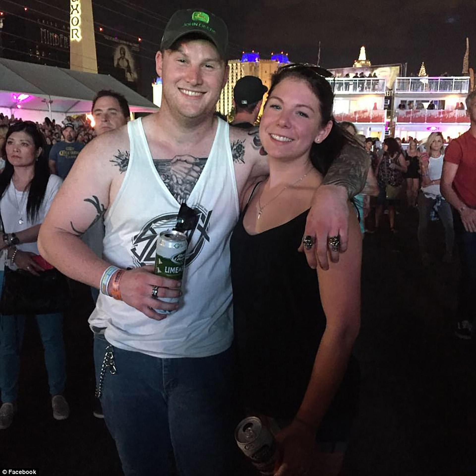 Jordan McIldoon (izquierda) murió en brazos de Heather Gooze