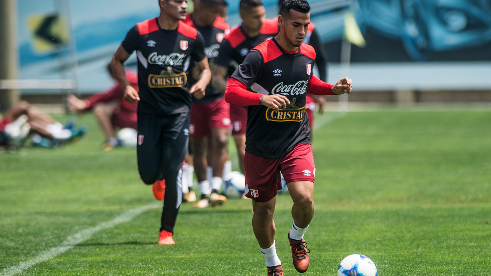 Miguel Trauco se sumó este lunes a los entrenamientos de la selección de Perú