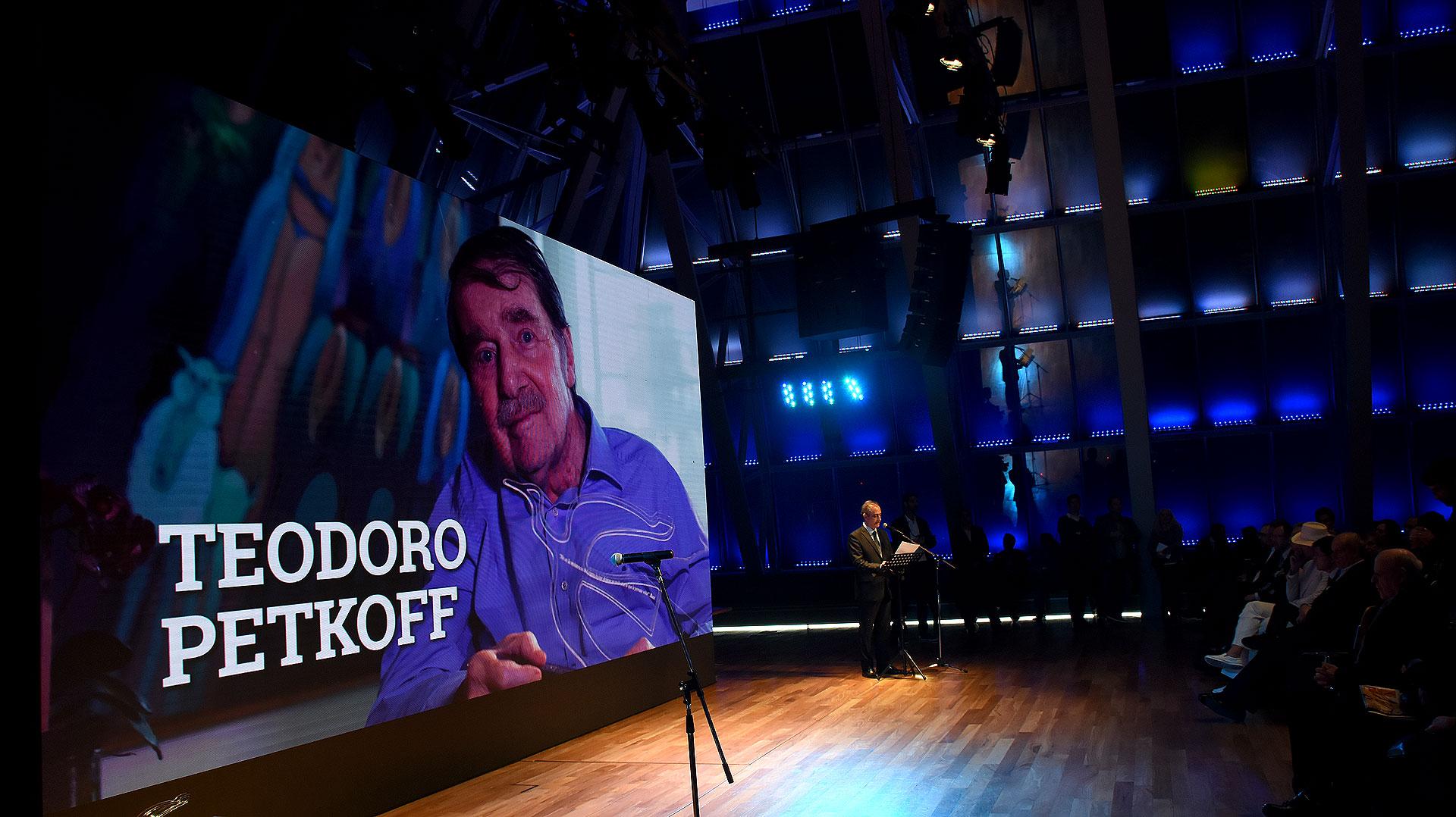 El periodista venezolano, Teodoro Petkoff, ganó el Premio Perfil a la Libertad de Expresión Internacional