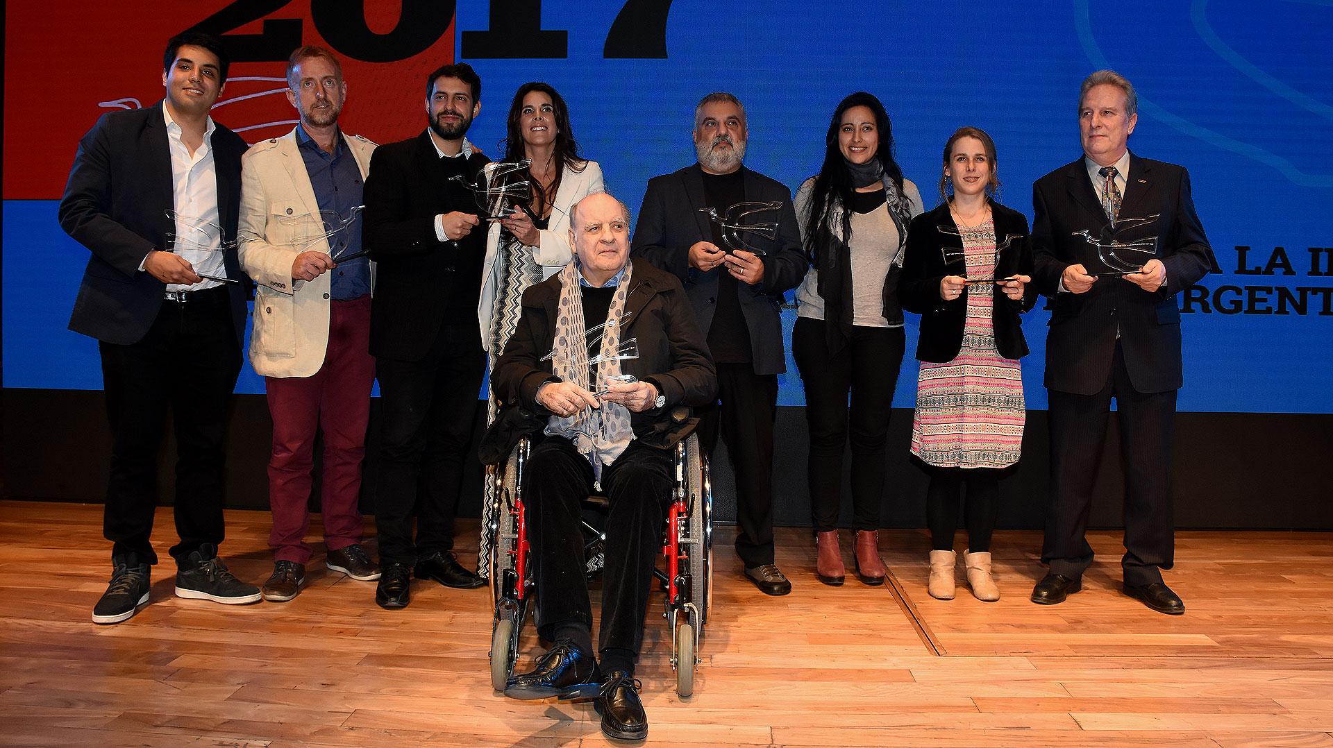 La foto grupal de los ganadores de los Premios Perfil 2017