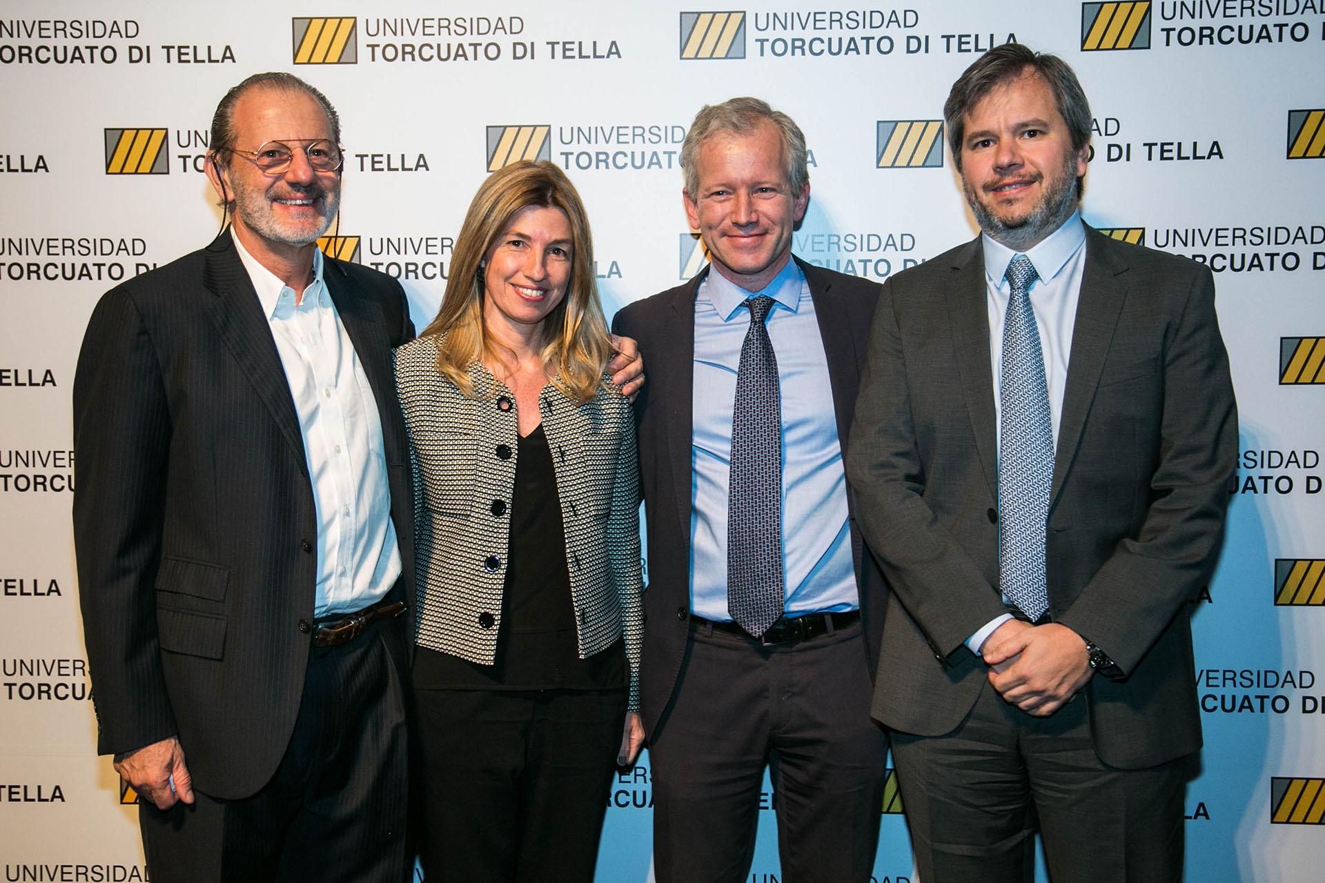 Roberto Vivo, Javier D'Alessandro y su esposa, junto aErnesto Schargrodsky.