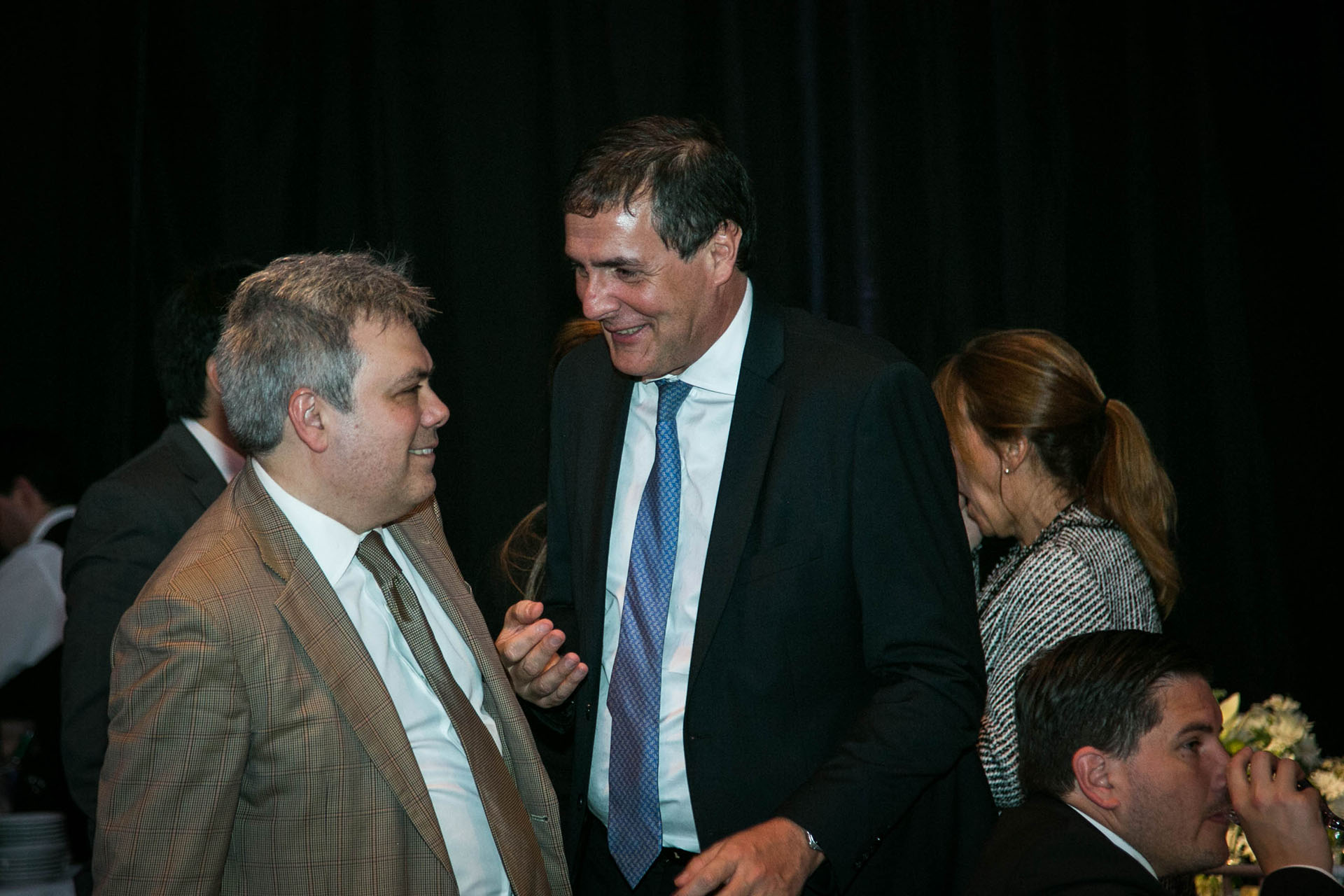 El director del Laboratorio de Investigaciones sobre Crimen, Instituciones y Políticas de la Universidad, Sebastian Galiani y Guillermo Laborda, director del diario Ámbito financiero