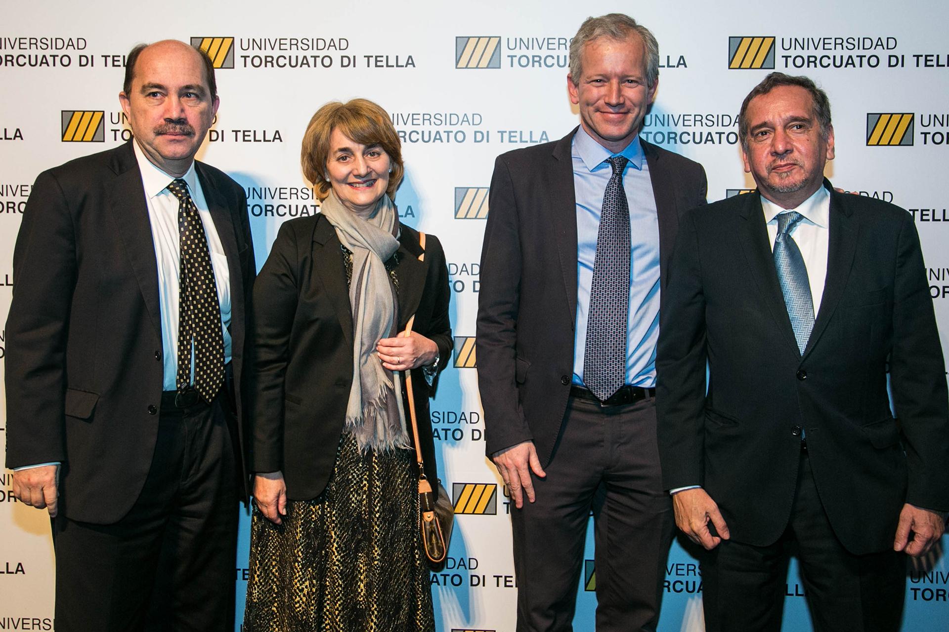 El presidente del Banco Ciudad, Javier Ortiz Batalla, Graciela Cairoli, Ernesto Schargrodsky y Lino Barañao, ministro de la cartera de Ciencia, Tecnología e Innovación Productiva